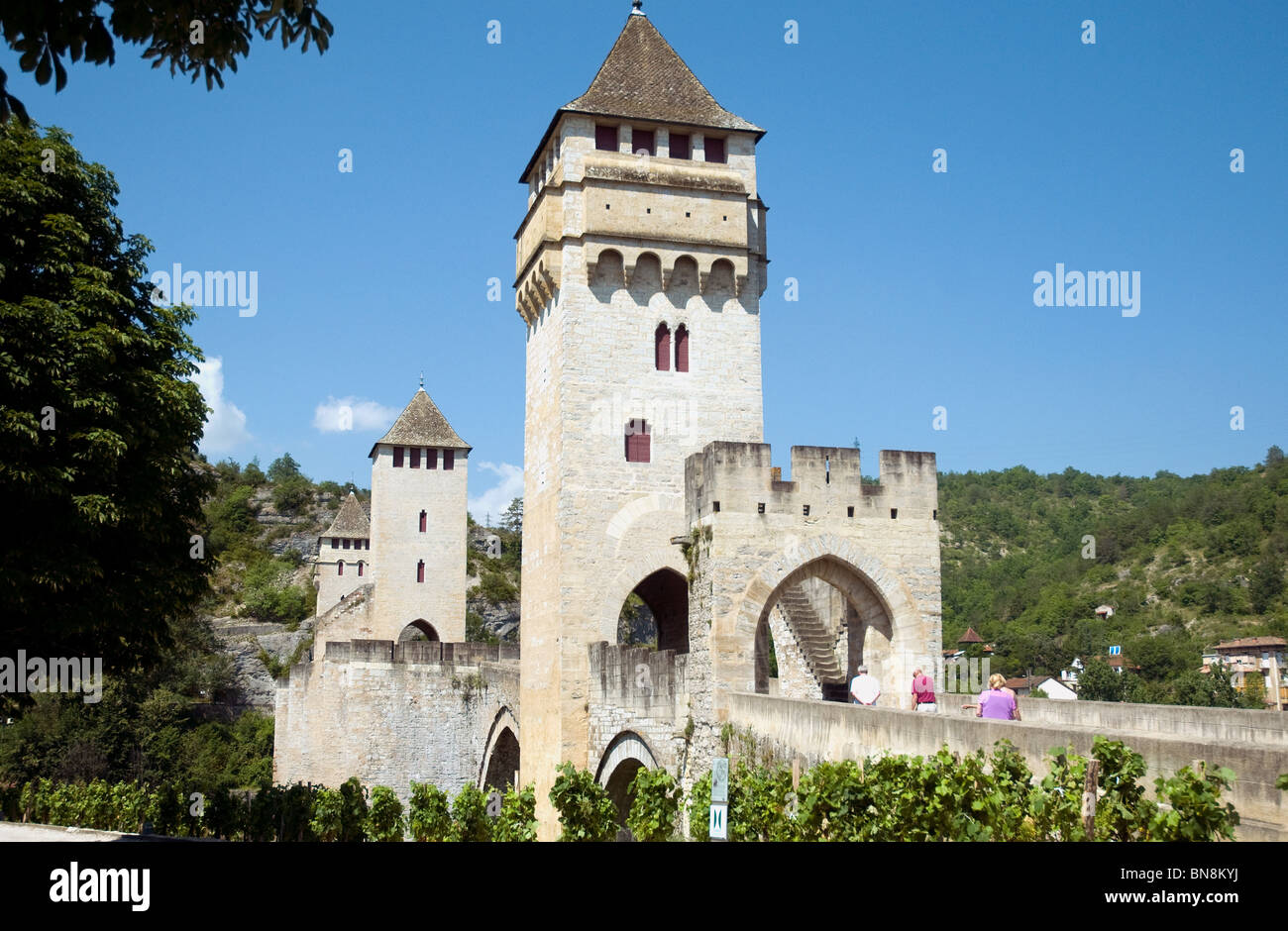 Pont Valentré in Cahors, a 14th-centiry fortified bridge spanning the river Lot, is a draw for tourists who like Stock Photo