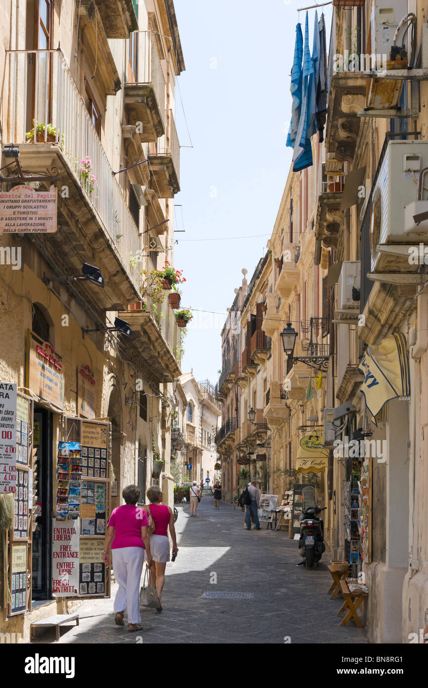 Typical street in the old town, Ortigia, Syracuse (Siracusa), Sicily, Italy - Stock Image