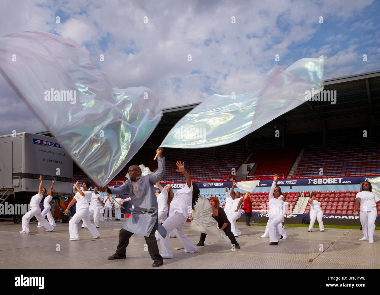 Desmond Hedman and dancers at the 2010 London Global Day of Prayer. West Ham United Football Club, Upton Park, London, - Stock Image