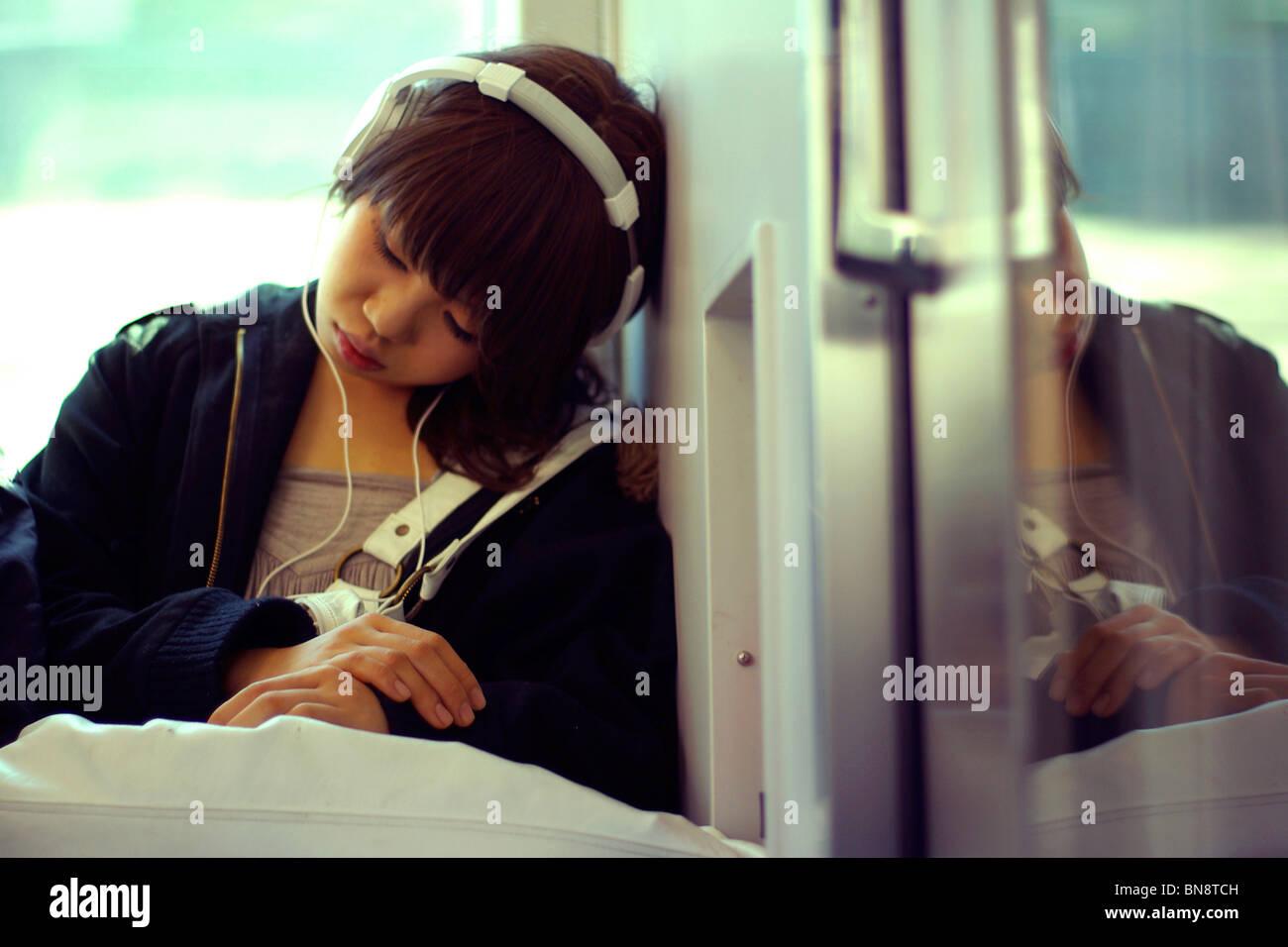 japanese-girl-sleeping-train