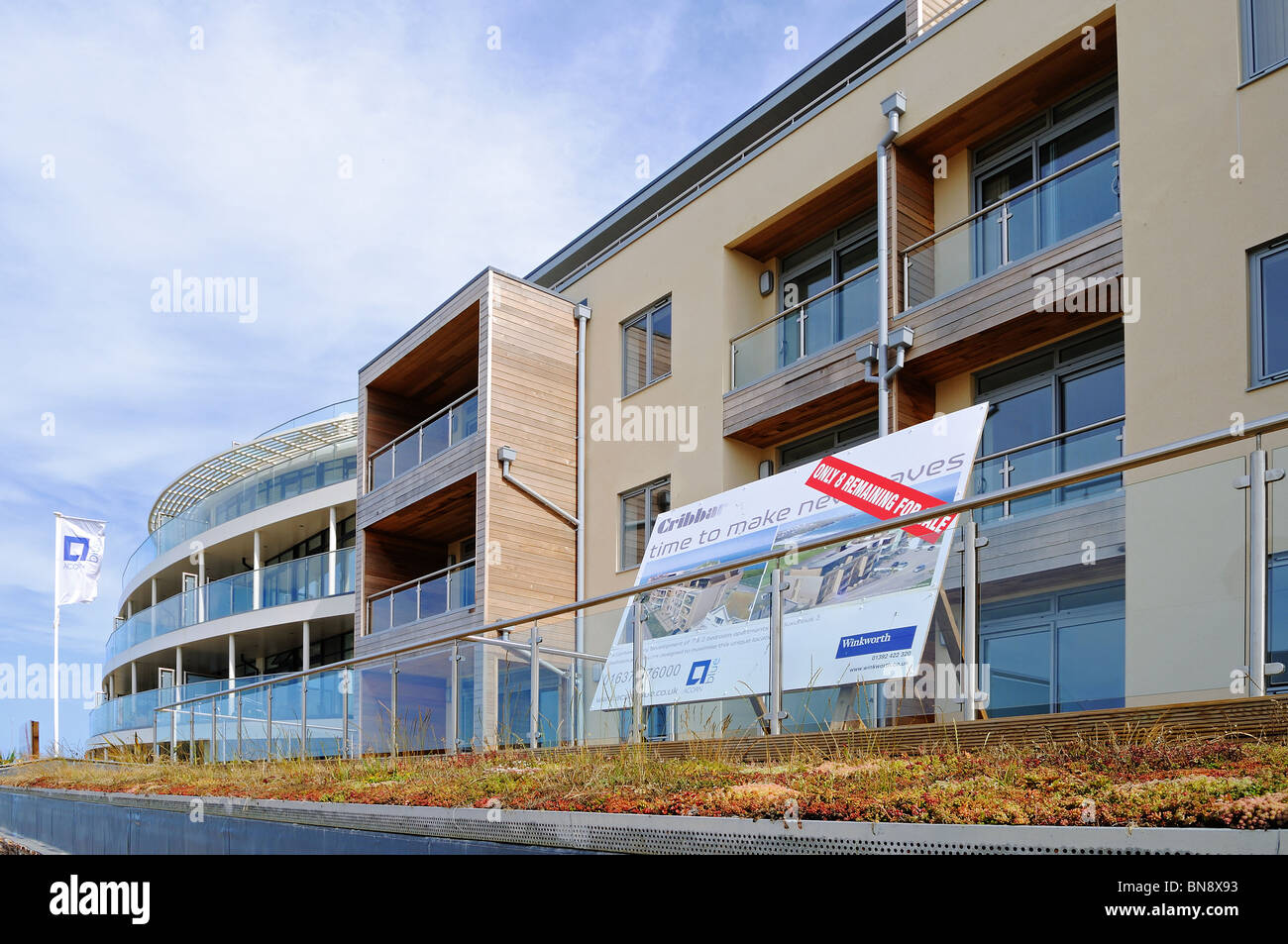 new upmarket apartments overlooking fistral beach, newquay, cornwall, uk - Stock Image