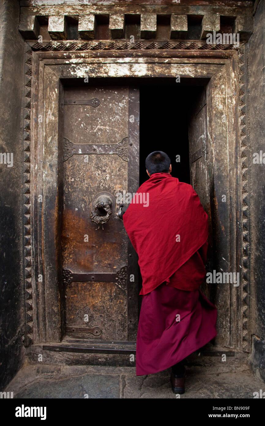 Monk in a doorway at Sera Monastery in Lhasa, Tibet Stock Photo