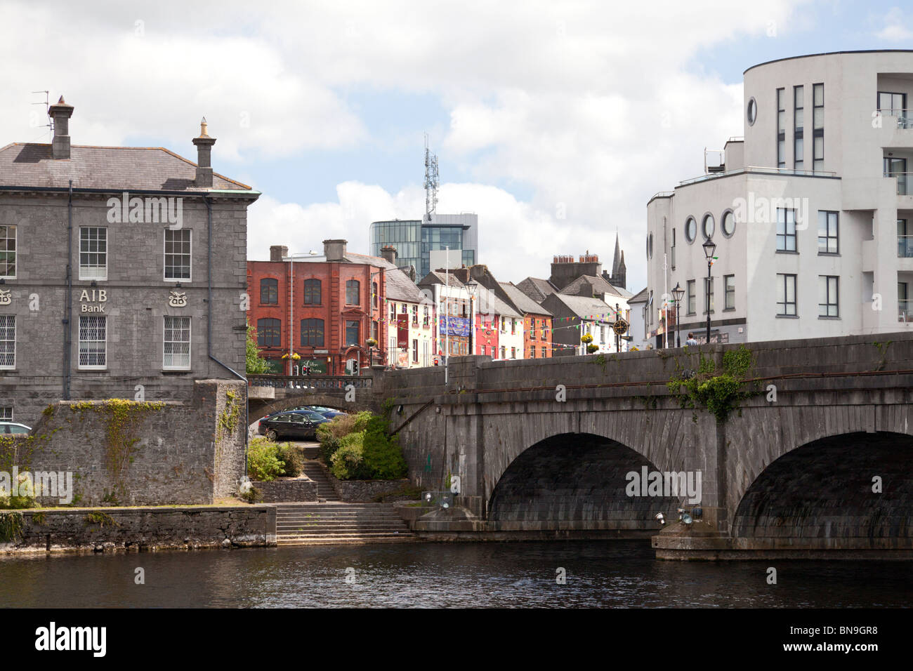 Town centre with bridge across the River Shannon, Athlone