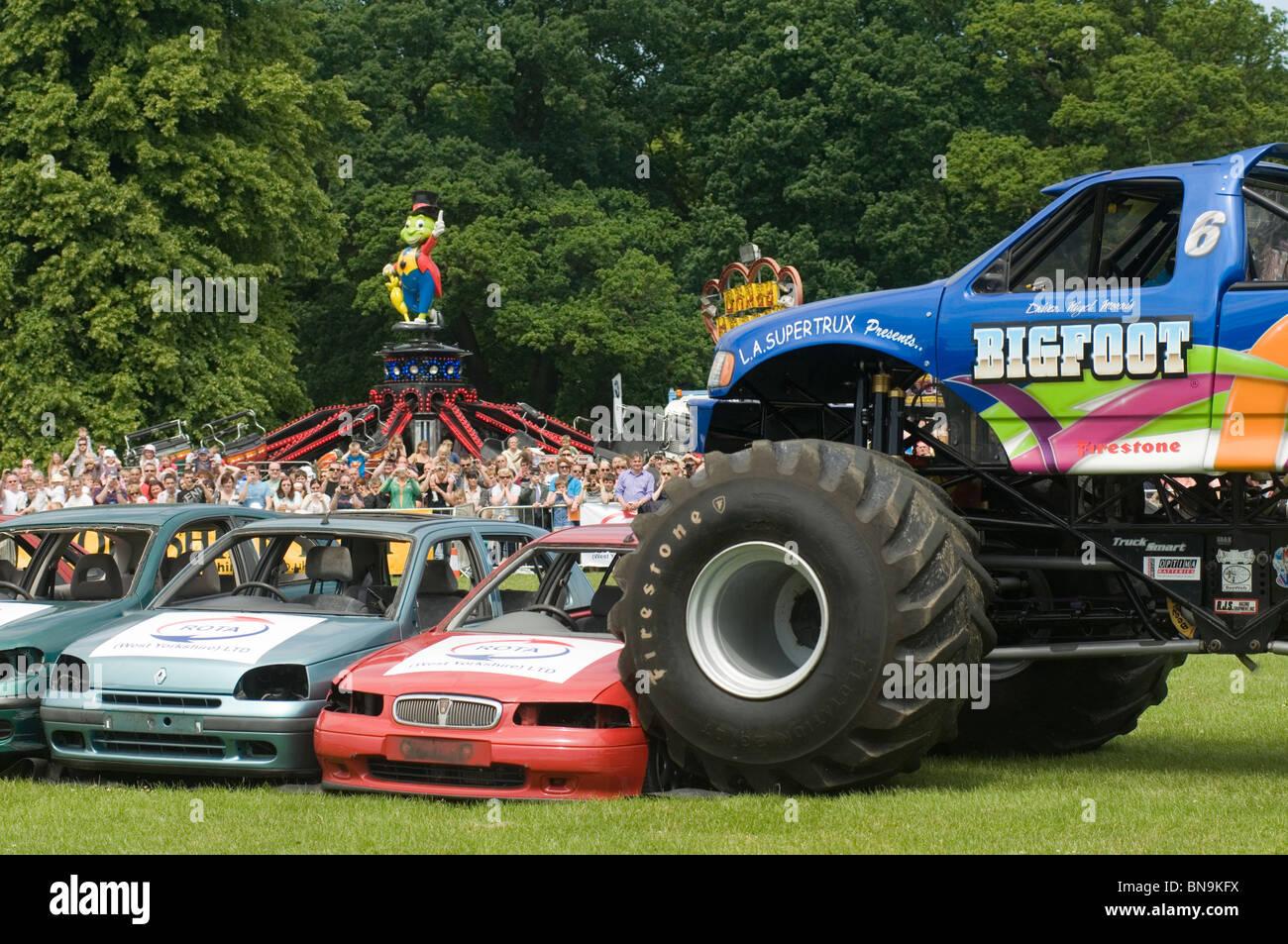 bigfoot monster truck trucks suv ford pickup pick up car crushing ...
