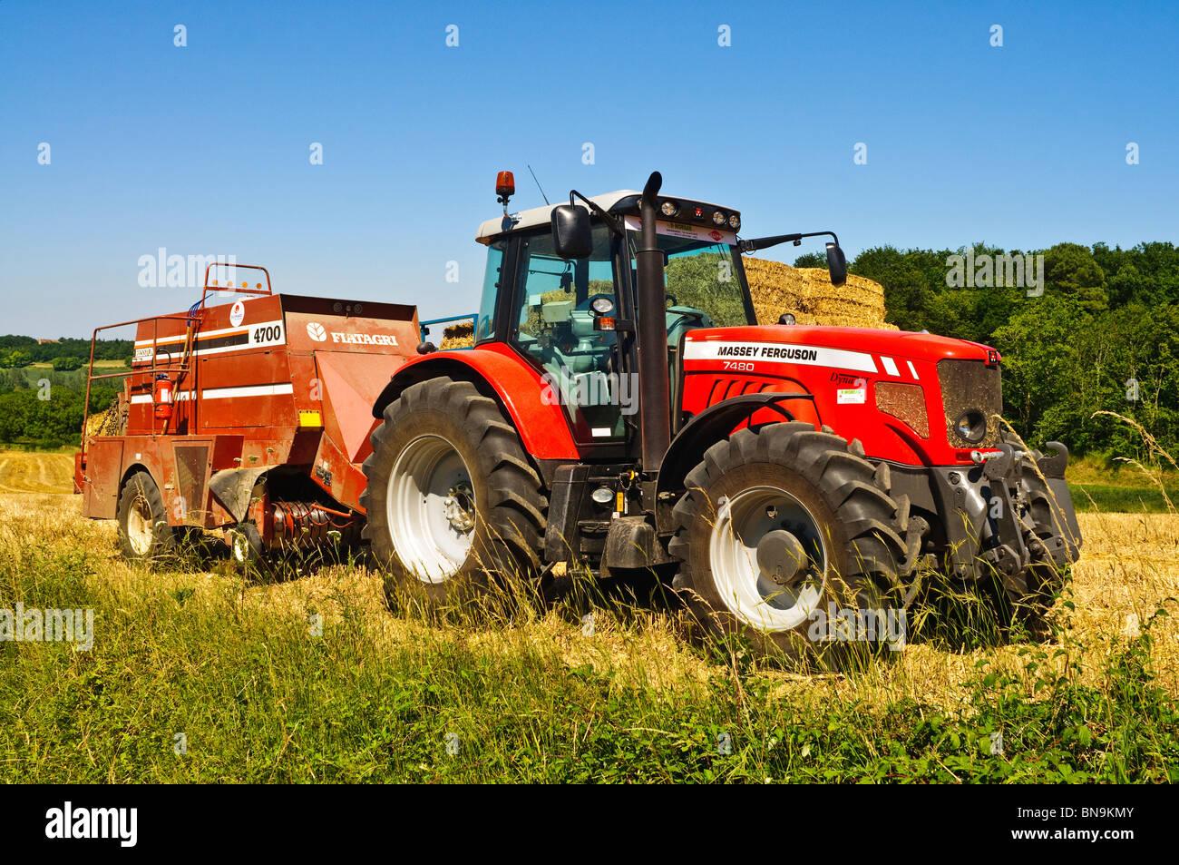 Massey Ferguson 7480 Dyna VT tractor and Fiatagri 4700 straw baler -  sud-Touraine,