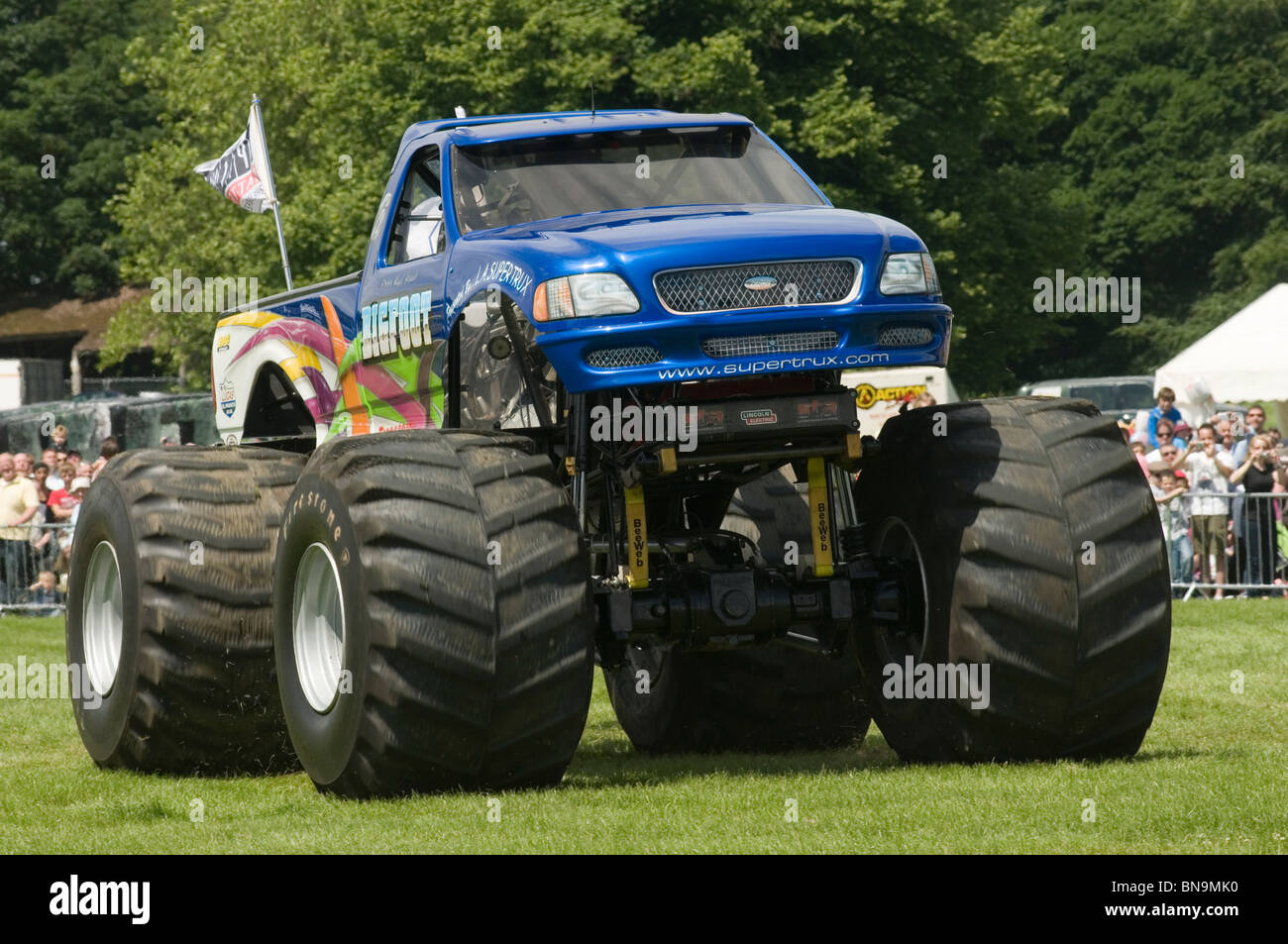 bigfoot monster truck trucks suv ford pickup pick up car crushing stock photo 30331924 alamy. Black Bedroom Furniture Sets. Home Design Ideas