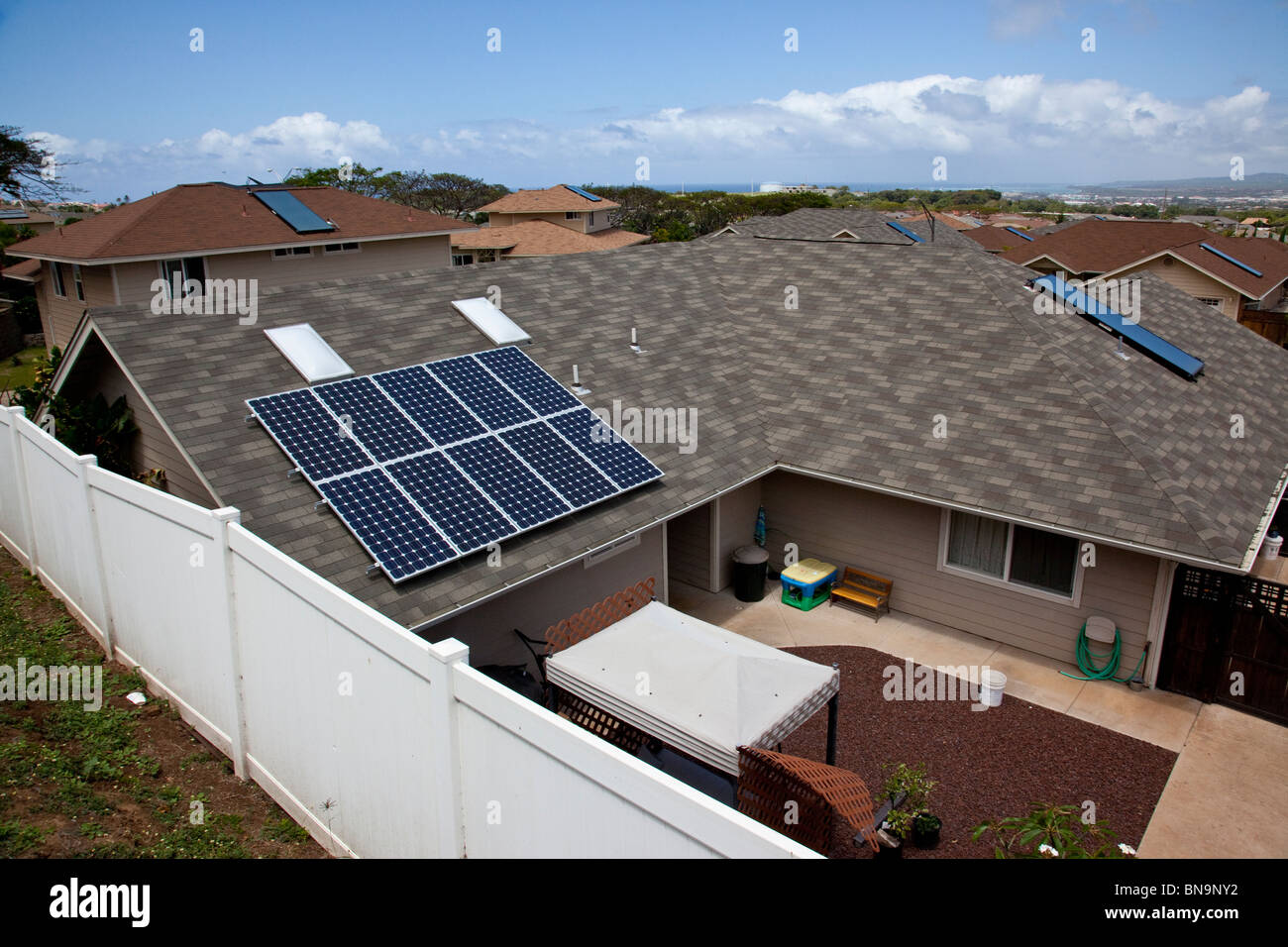 Solar panels on homes in in Wailuku, Maui, Hawaii - Stock Image