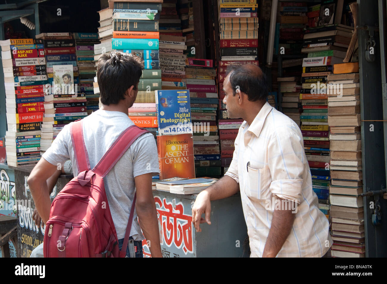 A buyer and seller at a book stall on College Street in Kolkata (Calcutta), West Bengal, India. - Stock Image