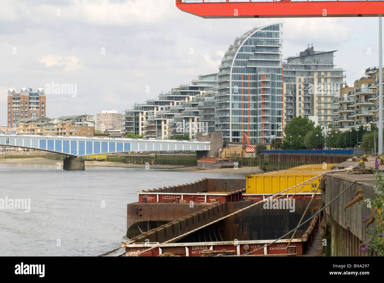 River Thames at Wandsworth. Wandsworth Bridge. Gantries and barges for the Wandsworth Council refuse and recycling - Stock Image