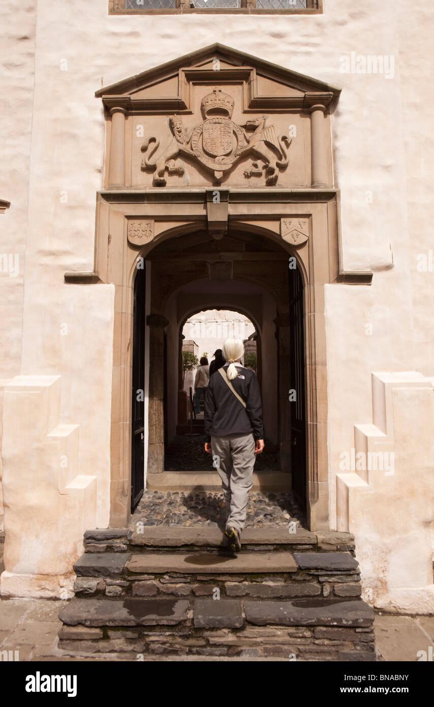 Wales, Gwynedd, Conway, High Street, Plas Mawr, visitor walking through grand doorway - Stock Image