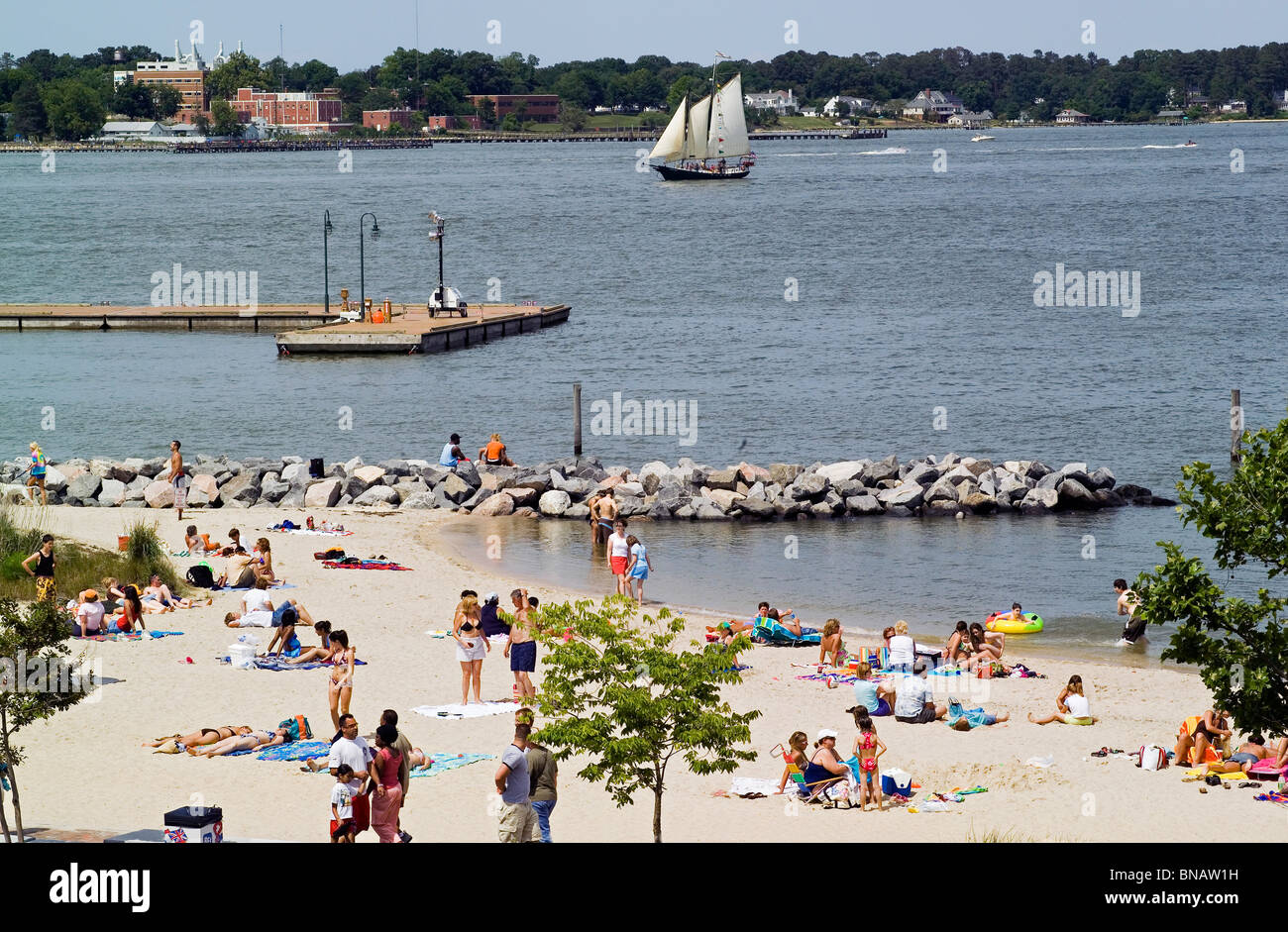 Small but sandy Yorktown Beach at the Riverwalk Landing on the York River is popular with summertime sunbathers - Stock Image