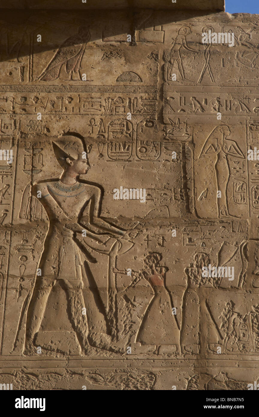 Ramesseum. Relief depicting the pharaoh Ramses II with priests. Egypt. - Stock Image