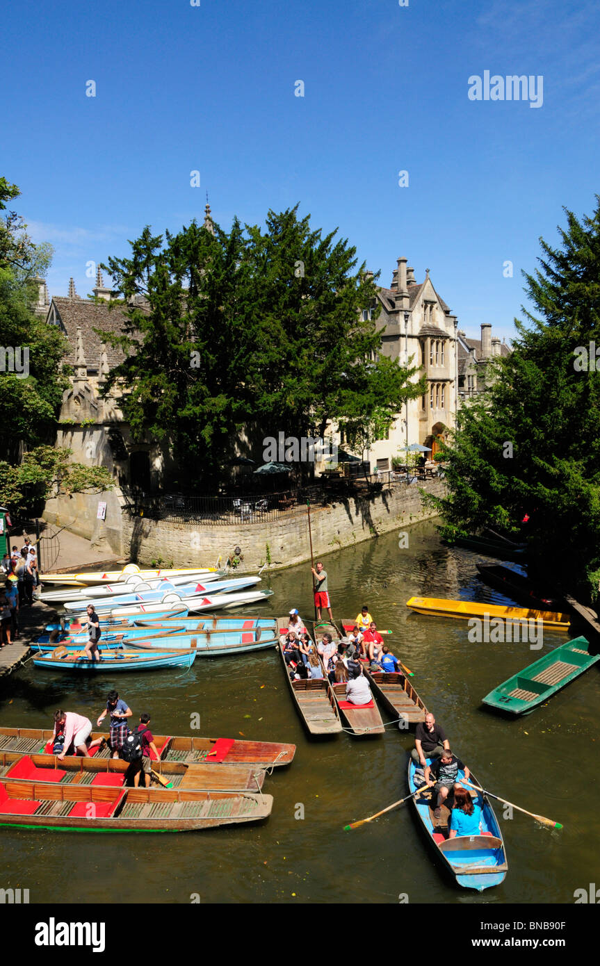 Punts and Rowing boats for hire from Magdalen Bridge, Oxford, England, UK - Stock Image
