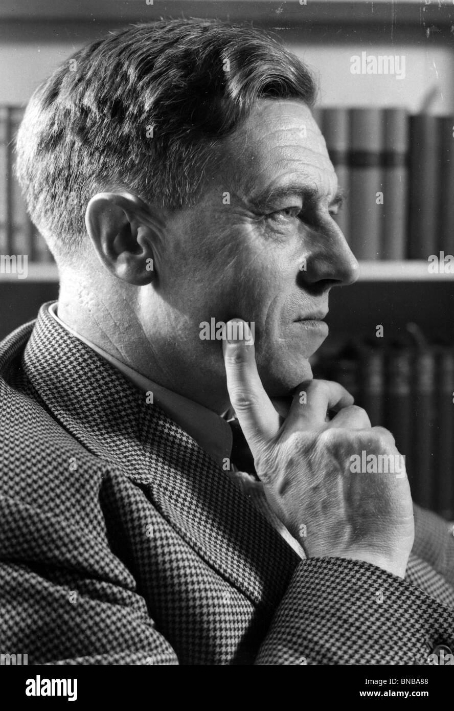 CECIL DAY-LEWIS  (1904-72) Irish poet and author - Stock Image