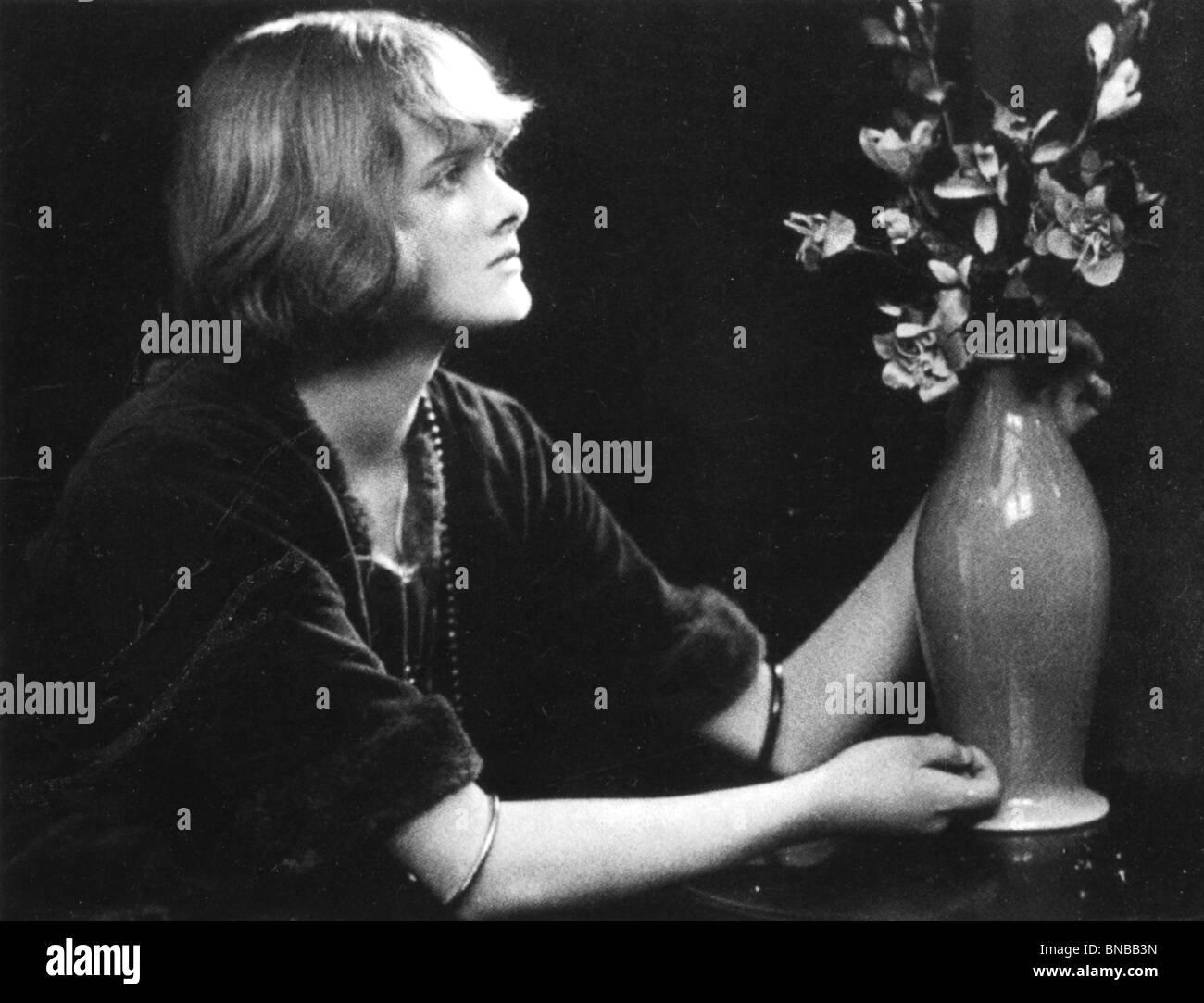 DAPHNE DU MAURIER (1907-89) English novelist - Stock Image