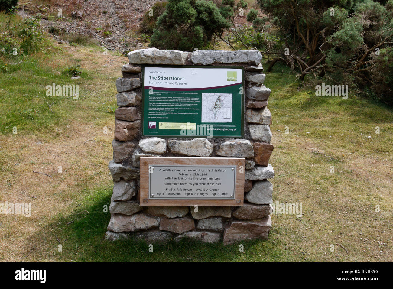 An information board and memorial to a wartime plane crash on Stiperstones, Shropshire HIlls AONB - Stock Image