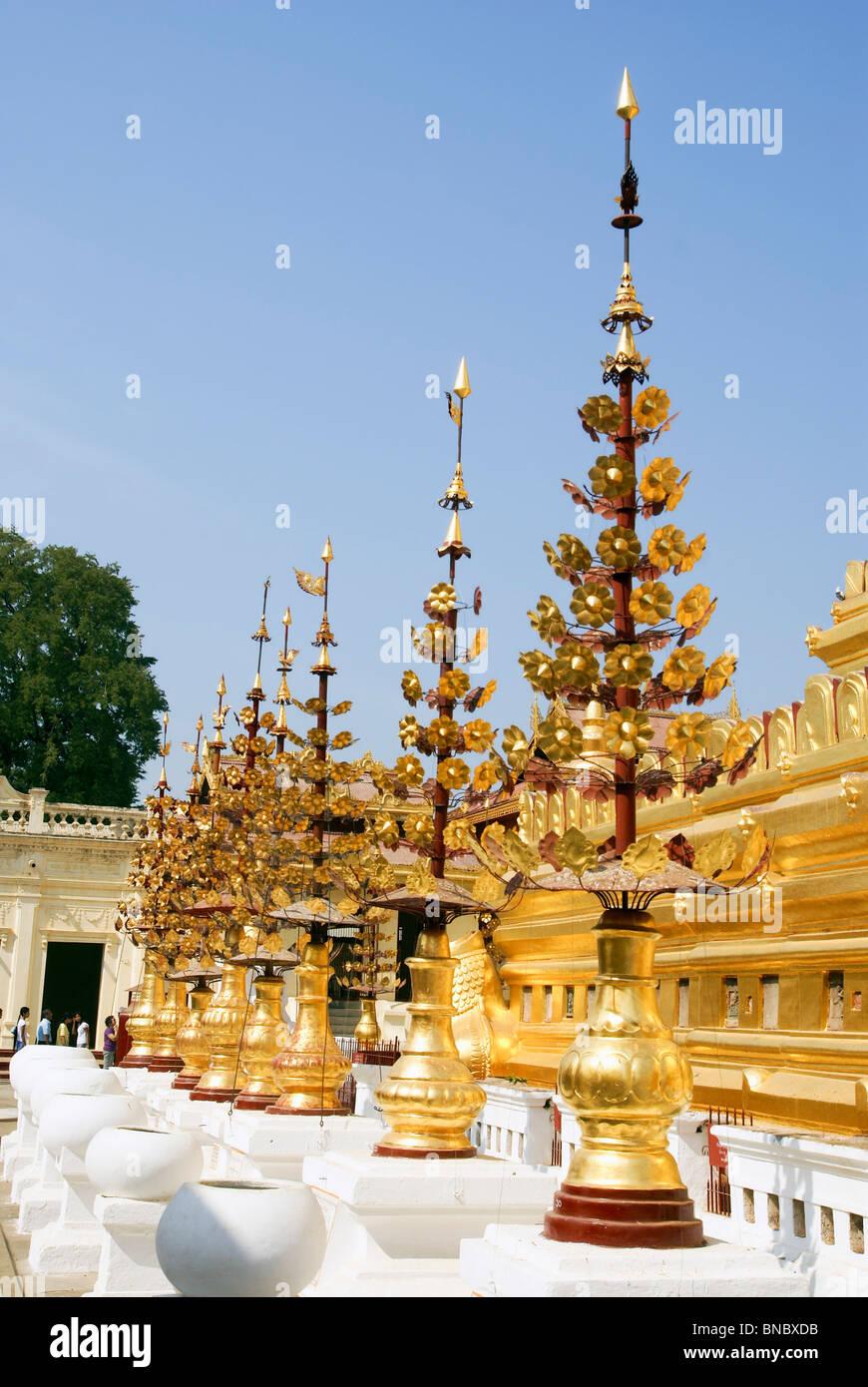 Myanmar, Bagan, Shwezigon Pagoda temple Stock Photo