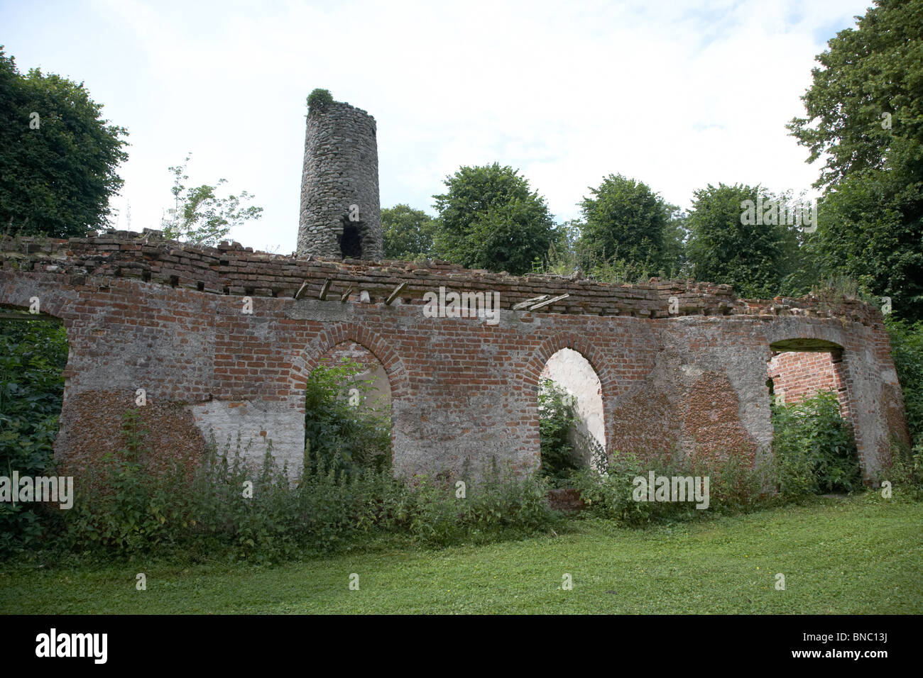 round tower and old o'neills summerhouse building on rams island in lough neagh northern ireland uk - Stock Image