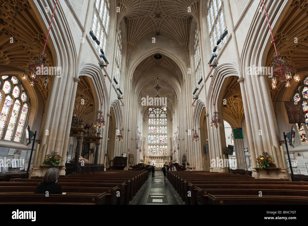 The central aisle between the pews and altar at Bath Abbey. The fine fan vaulting is the most distinctive feature. - Stock Image