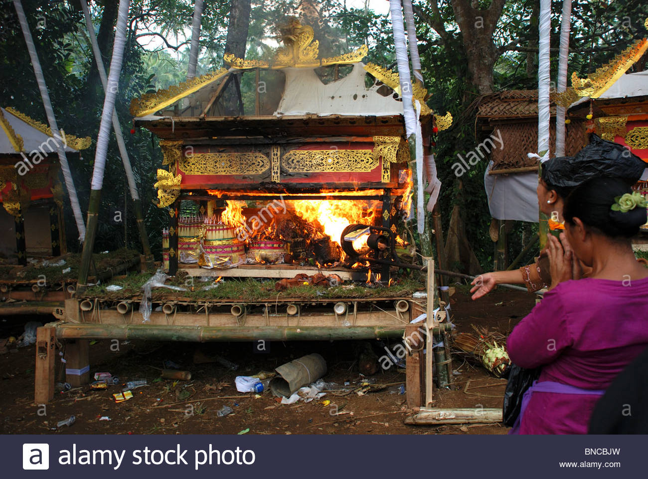 High pressure parraffin burner used to incinerate offerings coffin and body at Hindu cremation ceremony - Stock Image