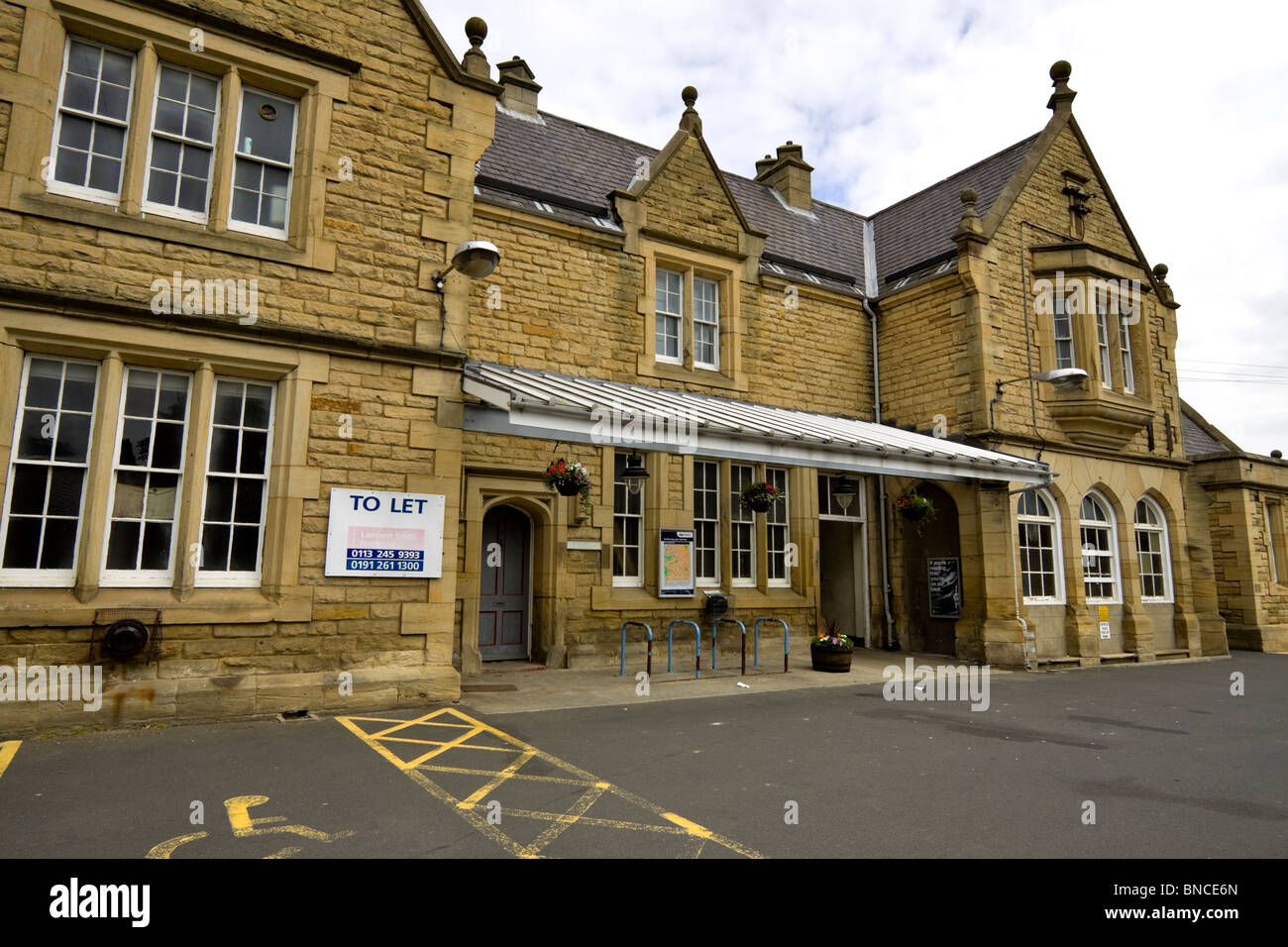 Morpeth Railway Station. Part of the station house building is available for commercial letting. - Stock Image