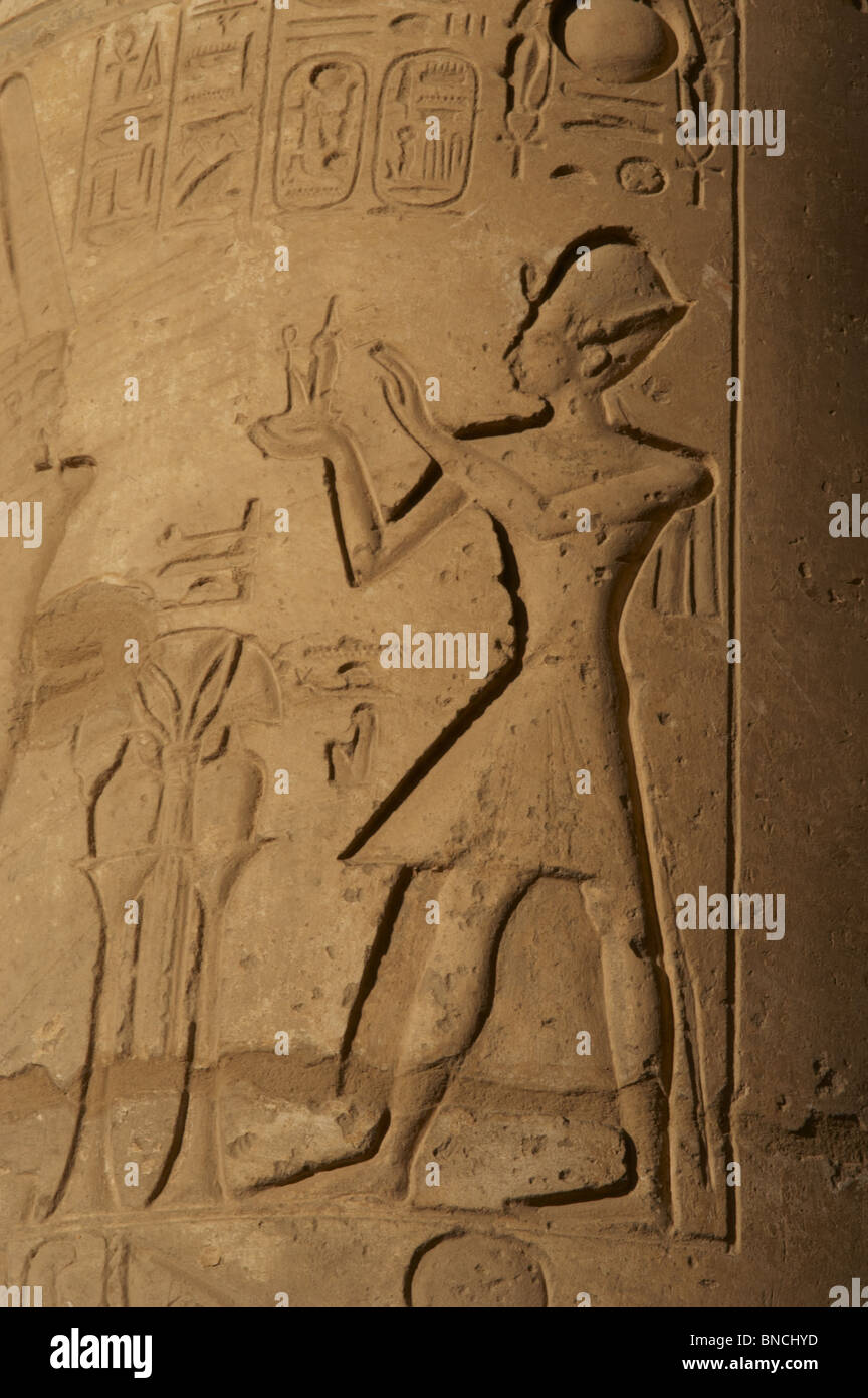 Ramesseum. Relief depicting the pharaoh making an offering to the gods. Egypt. - Stock Image