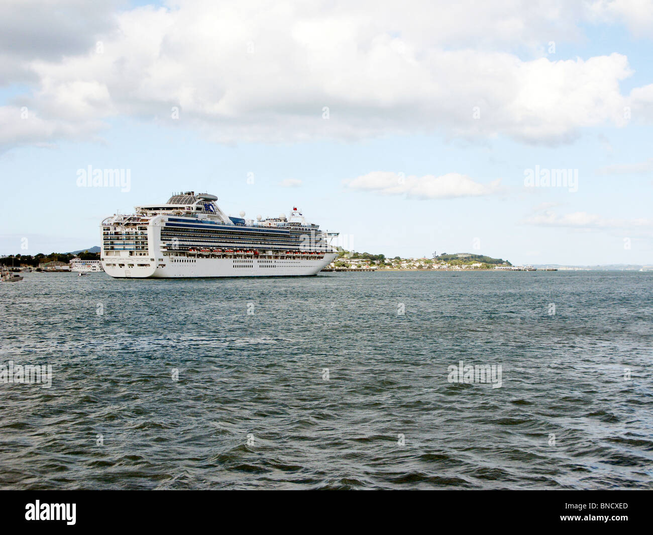 DIAMOND PRINCESS Cruise ship leaves harbour of Auckland New Zealand 2010 - Stock Image