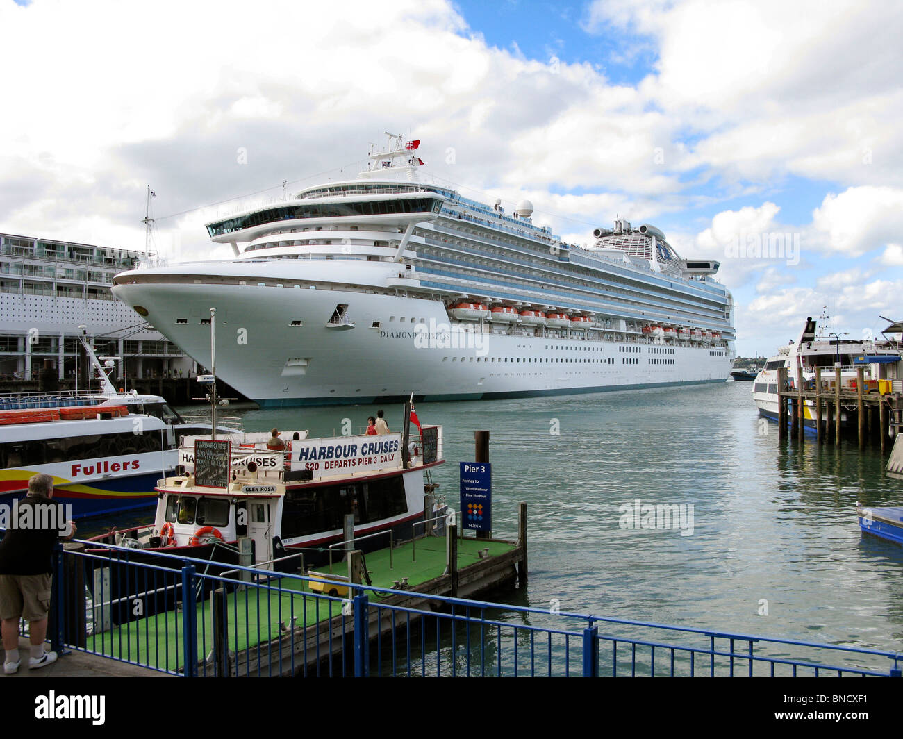 DIAMOND PRINCESS Cruise ship in harbour of Auckland New Zealand 2010 - Stock Image