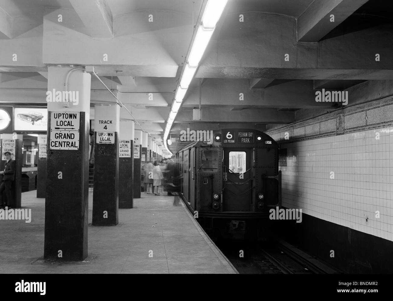 Passengers boarding a subway train - Stock Image