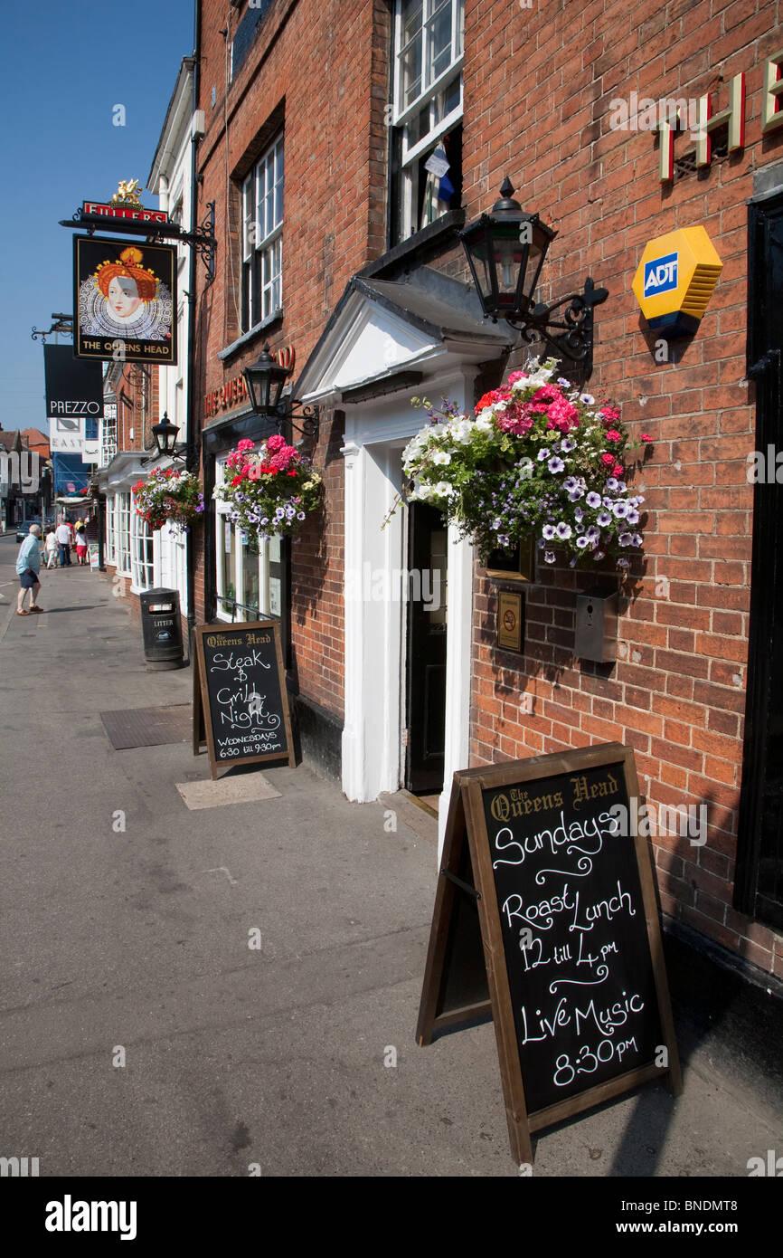 queens head pub stock photos queens head pub stock. Black Bedroom Furniture Sets. Home Design Ideas
