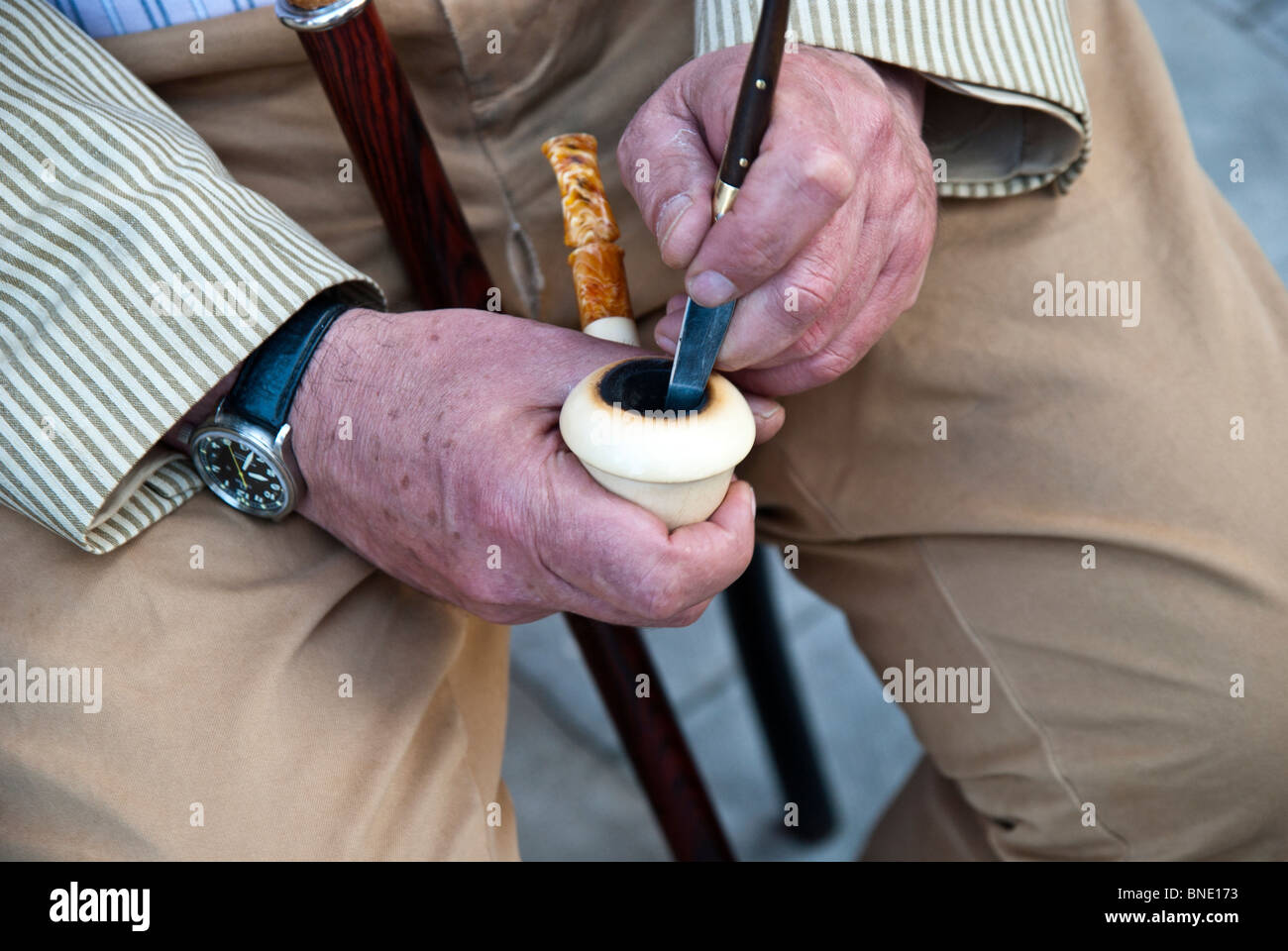 PIPE SMOKER FİLL IN HIS PIPE - Stock Image