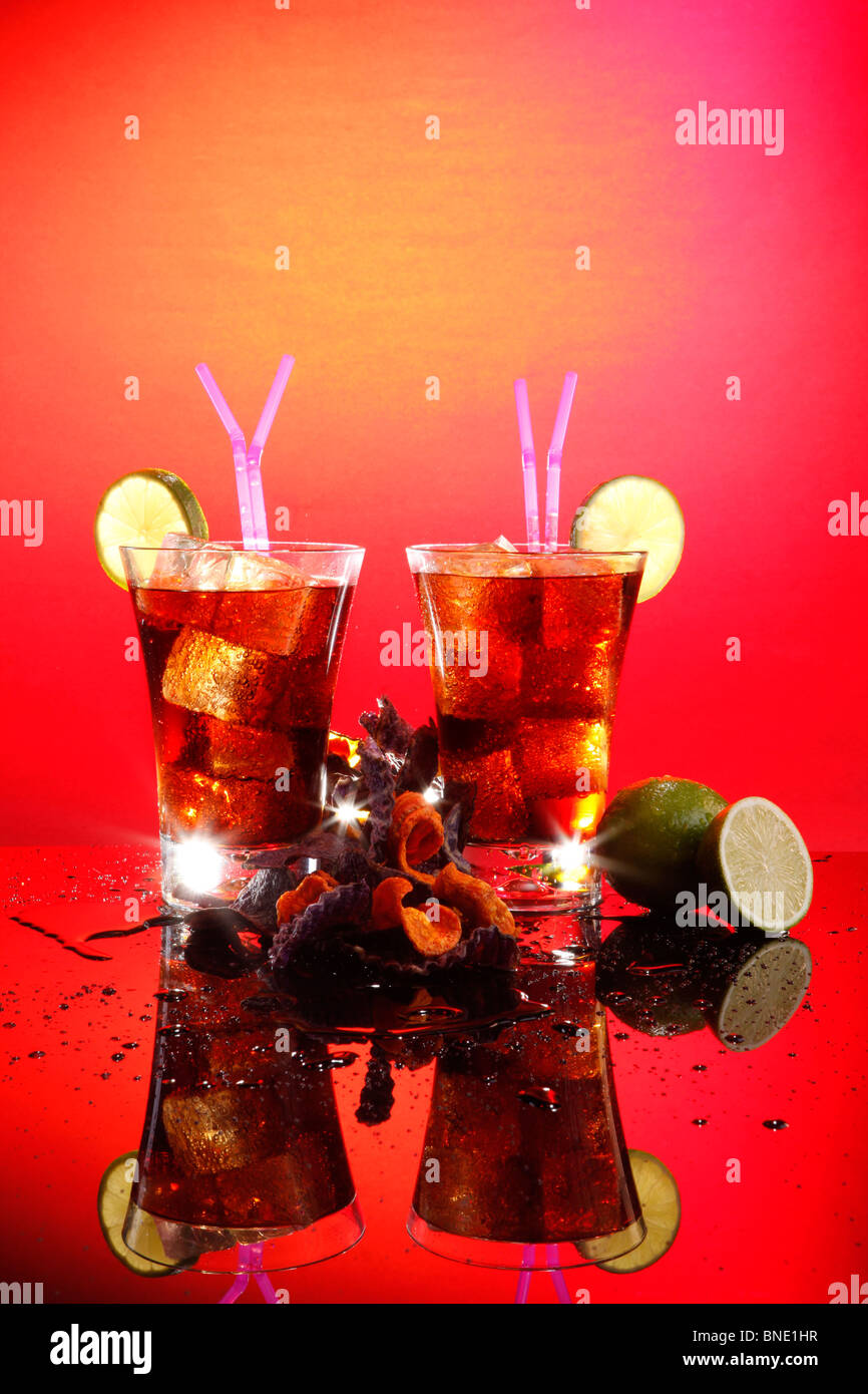 Rum and coke - Cuba Libre - with exotic chips - Stock Image
