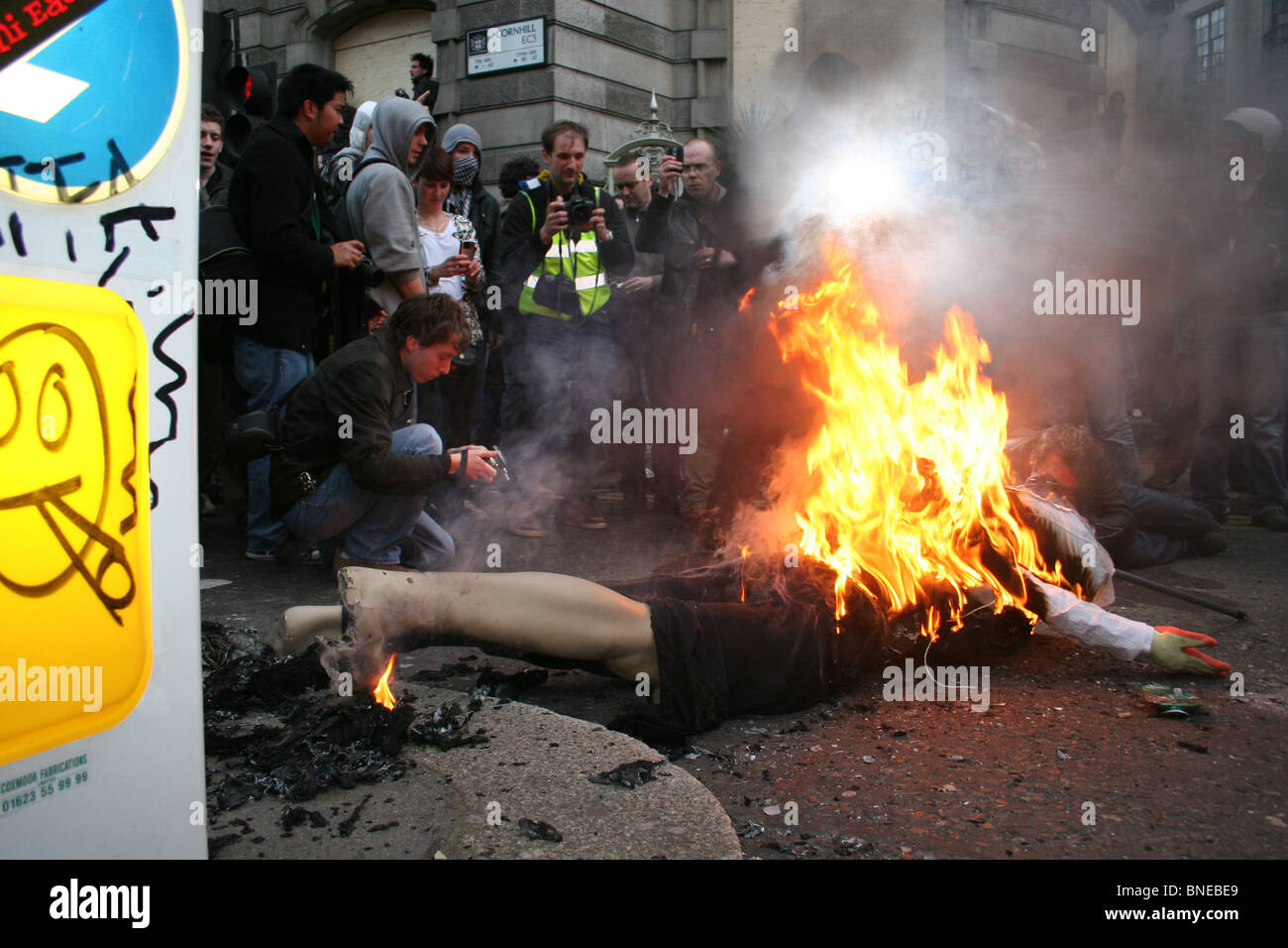 Effergy of a banker set alight during G20 protests, London, April 1st 2009 - Stock Image