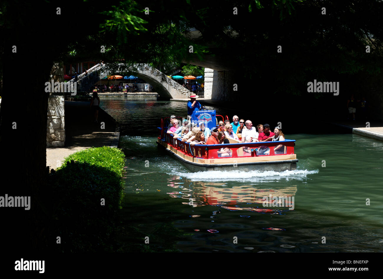 Tourist IN boat cruise sightseeing tour the River walk, San Antonio Texas - Stock Image