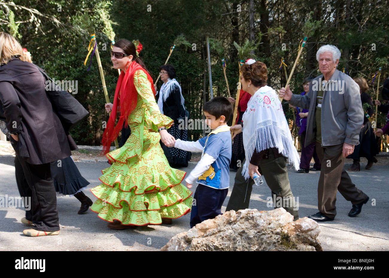 Majorcan people getting ready for the Lluc monastery pilgrimage (Spain). Majorquins s'apprêtant à - Stock Image