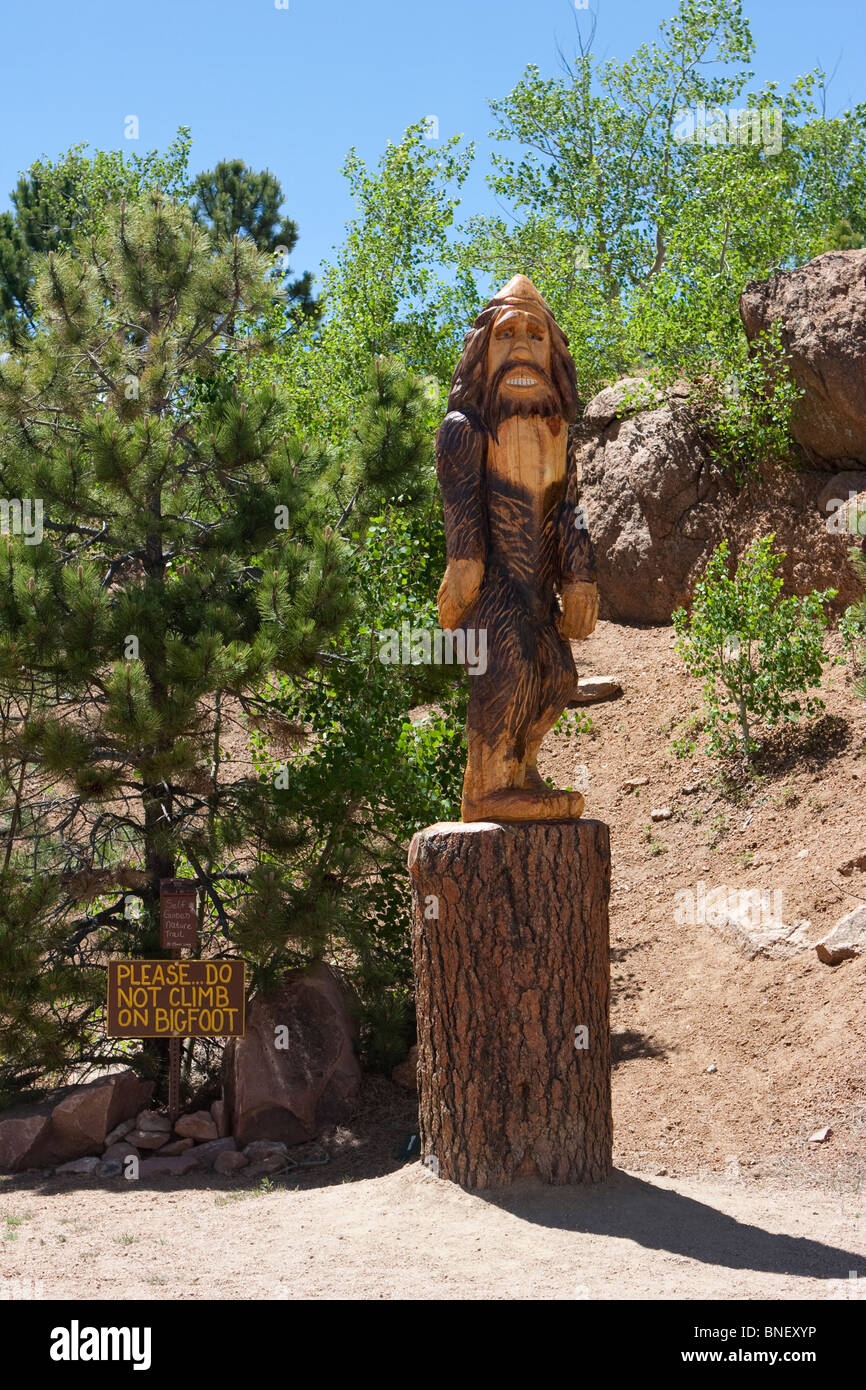 wood carved carve bigfoot statue pikes peak colorado carving log wooden - Stock Image