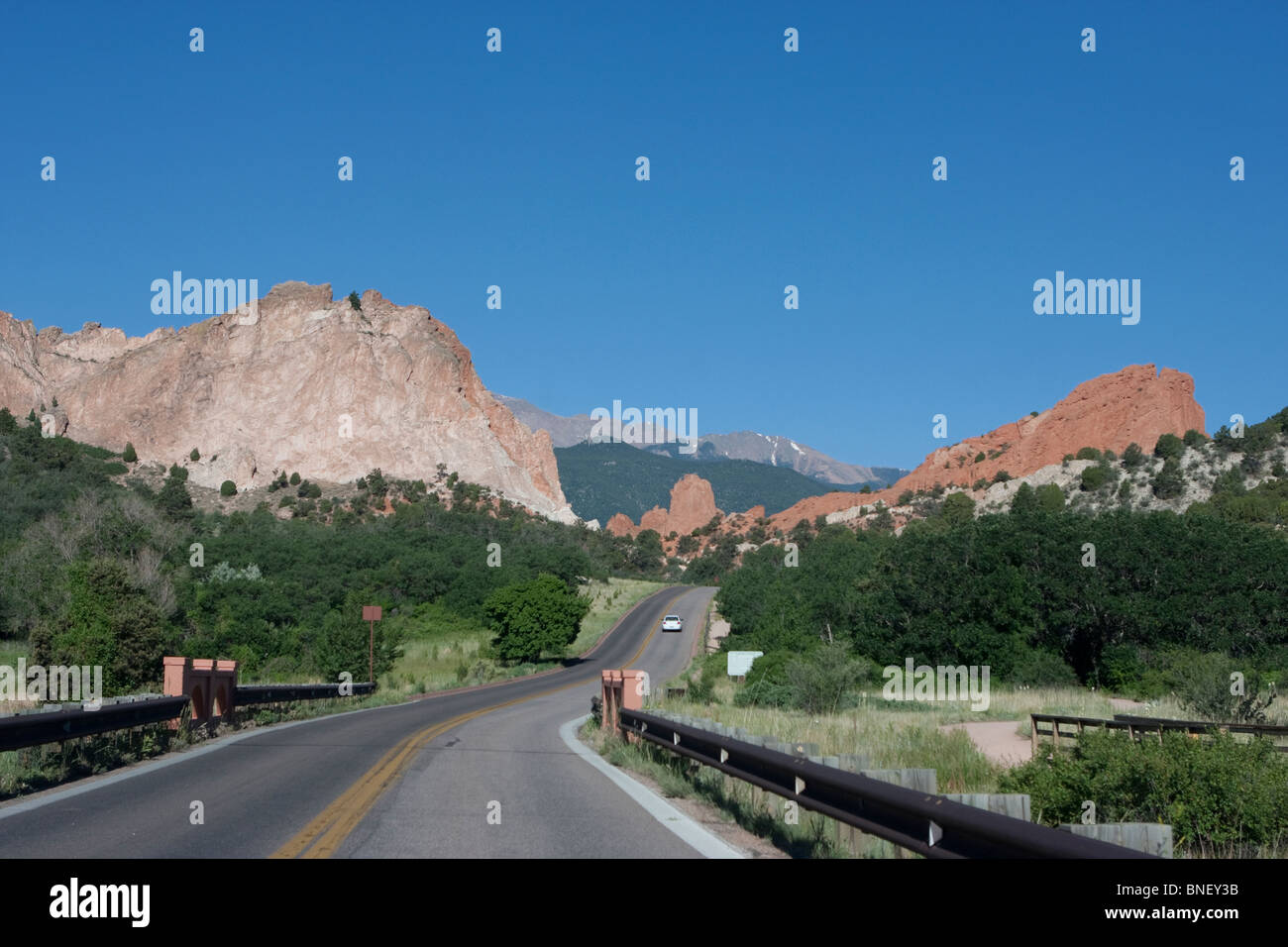 Garden of the Gods Colorado Red Rock formations road - Stock Image
