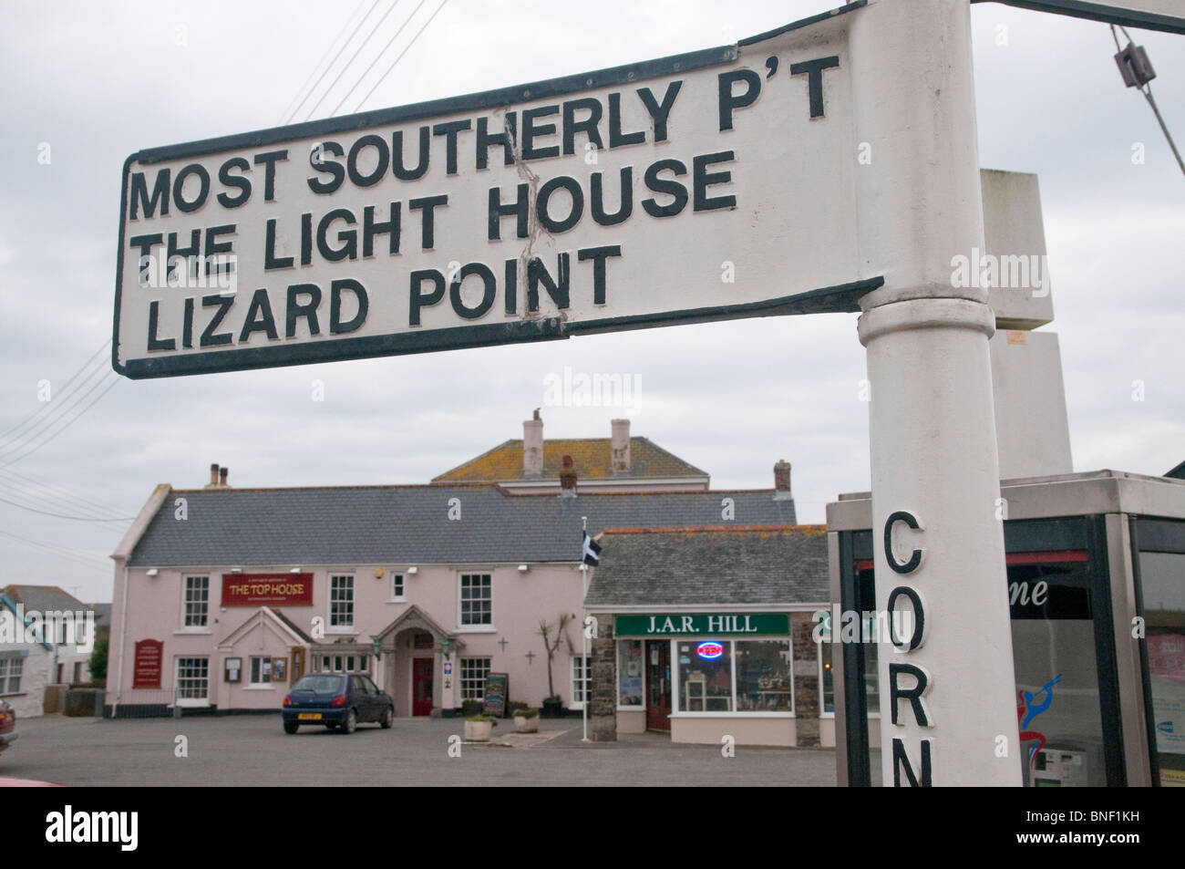Signpost in Lizard, Cornwall, directing to Lizard Point, the UK's most southerly point, with the Top House pub - Stock Image
