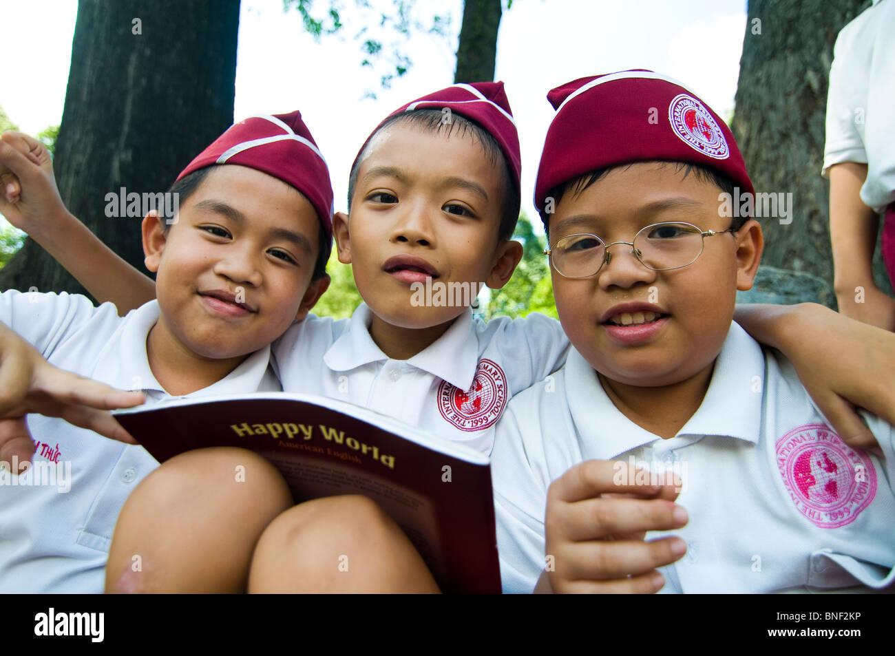 Cute Vietnamese school children in Saigon. - Stock Image