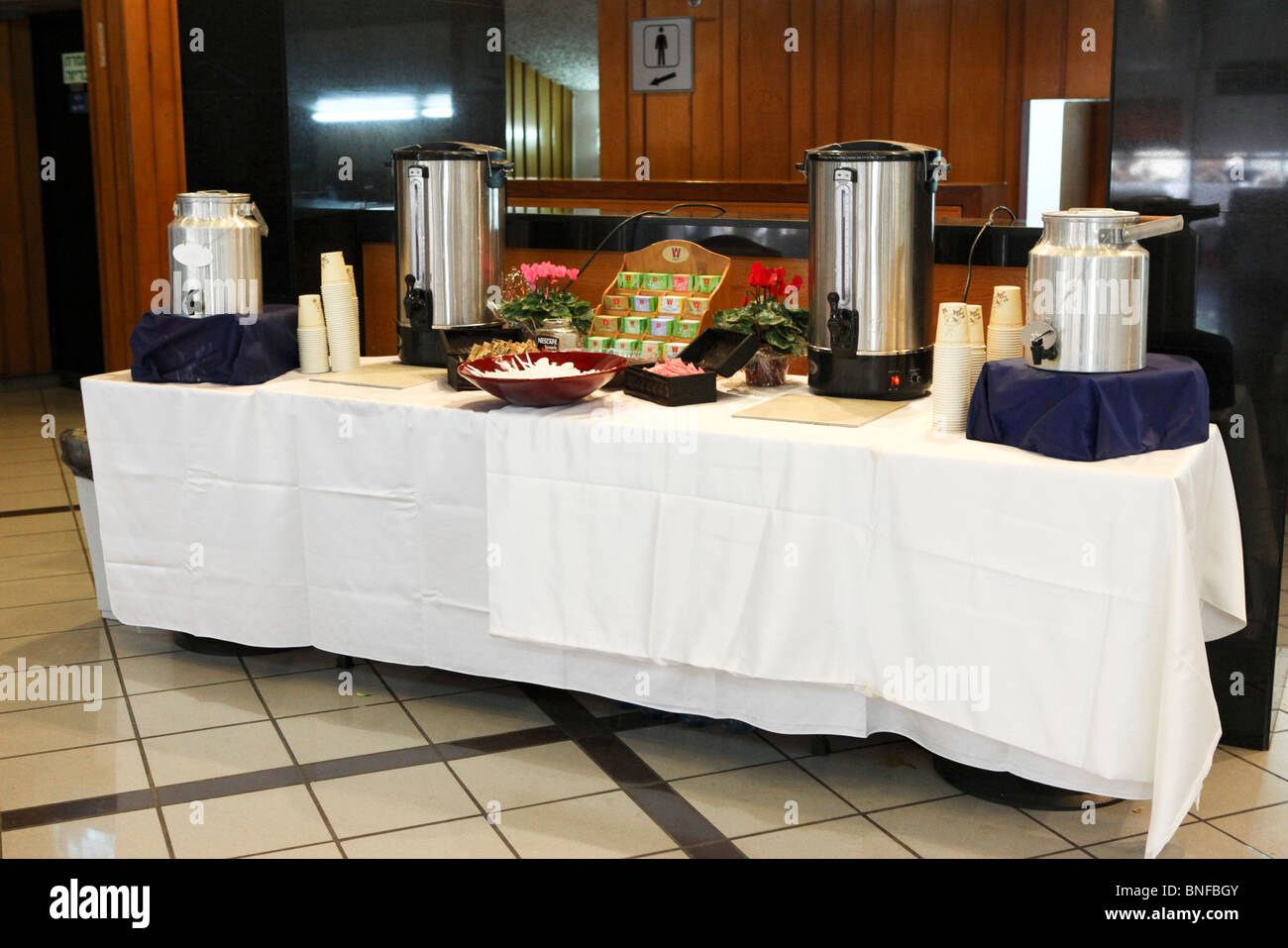 Merveilleux Tea And Coffee Self Service Buffet Table