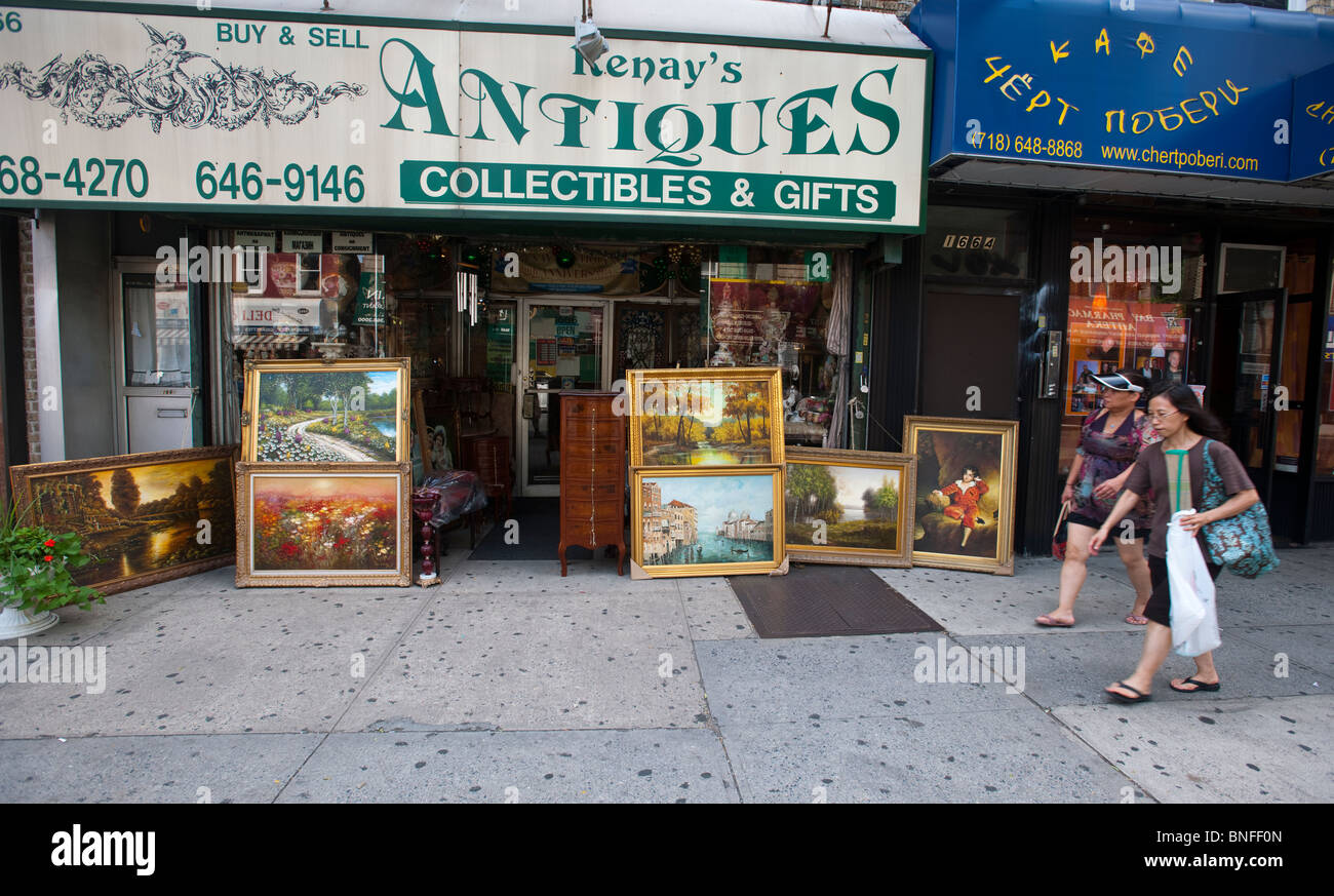 Collectibles, gifts, paintings and other merchandise for sale at an antique store in the Sheepshead Bay neighborhood - Stock Image