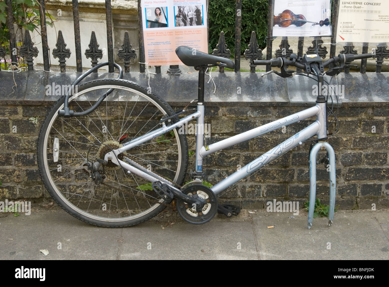 By securing only the rear wheel this Cambridge cyclist has been an easy target for a bicycle thief - Stock Image