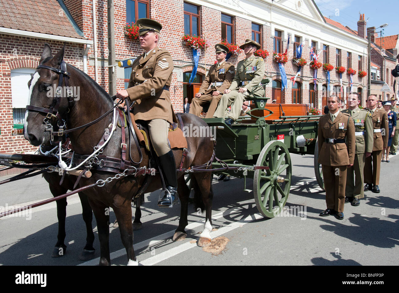 A horse drawn carriage carries the last WW1 soldier to be buried at the new British War Graves Commission cemetery - Stock Image