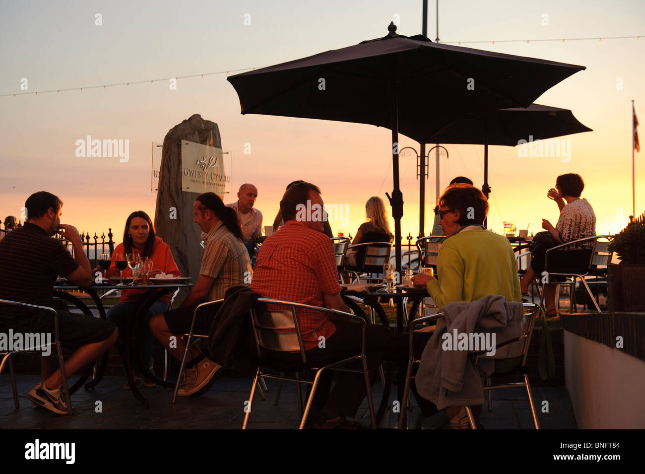 People eating food outside on a Summer evening, Gwesty Cymru 5 star hotel and restaurant, Aberystwyth Wales UK - Stock Image