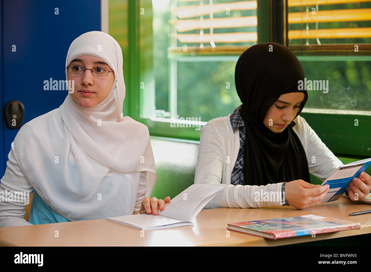 German schoolgirls in an English lesson - Stock Image