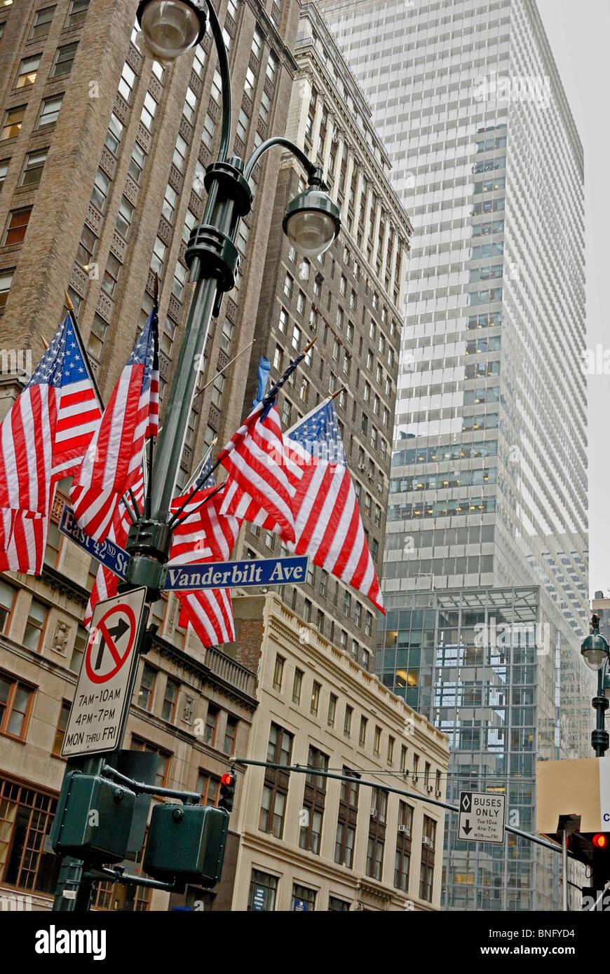 American flags on a street light pole, 42nd Street & Vanderbilt Avenue, Manhattan, New York City, New York state, - Stock Image