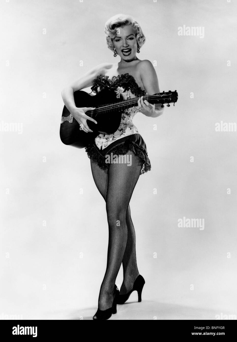 Marilyn Monroe playing guitar - Stock Image