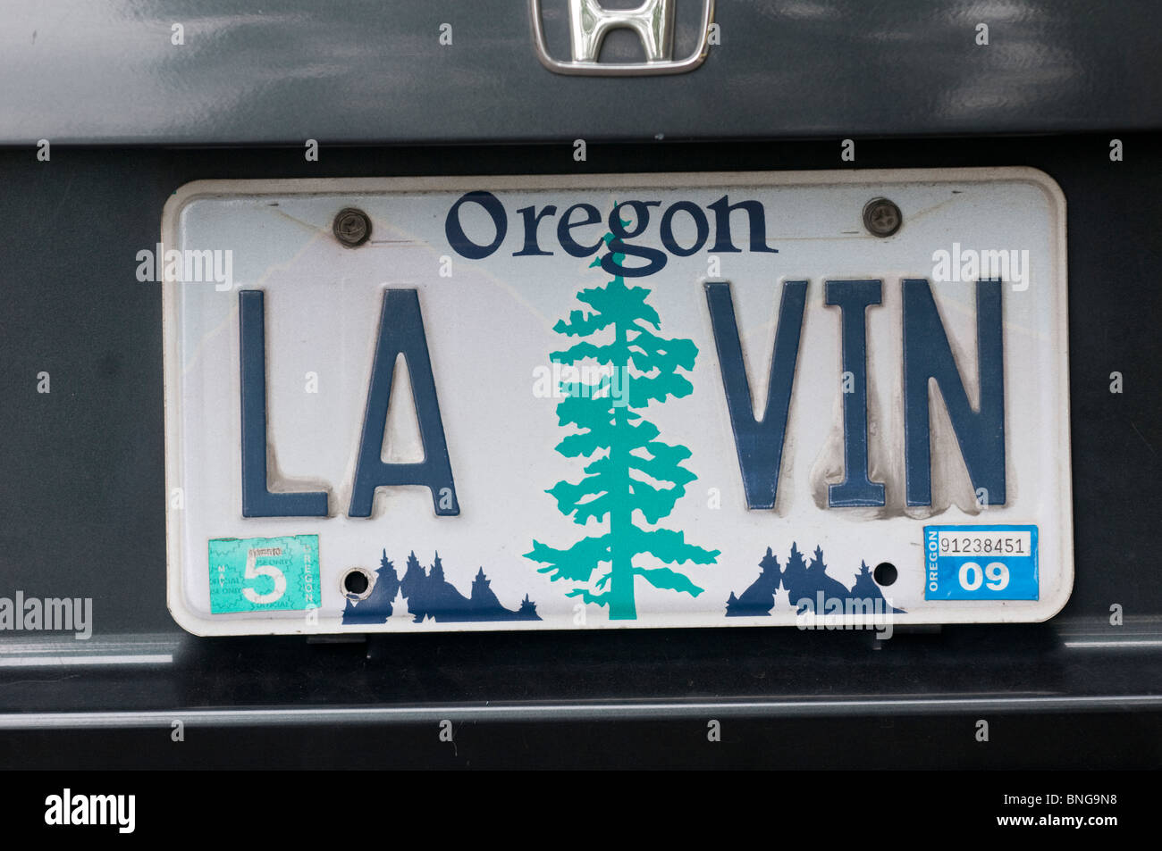 Wine lover's vanity license plate Oregon USA - Stock Image