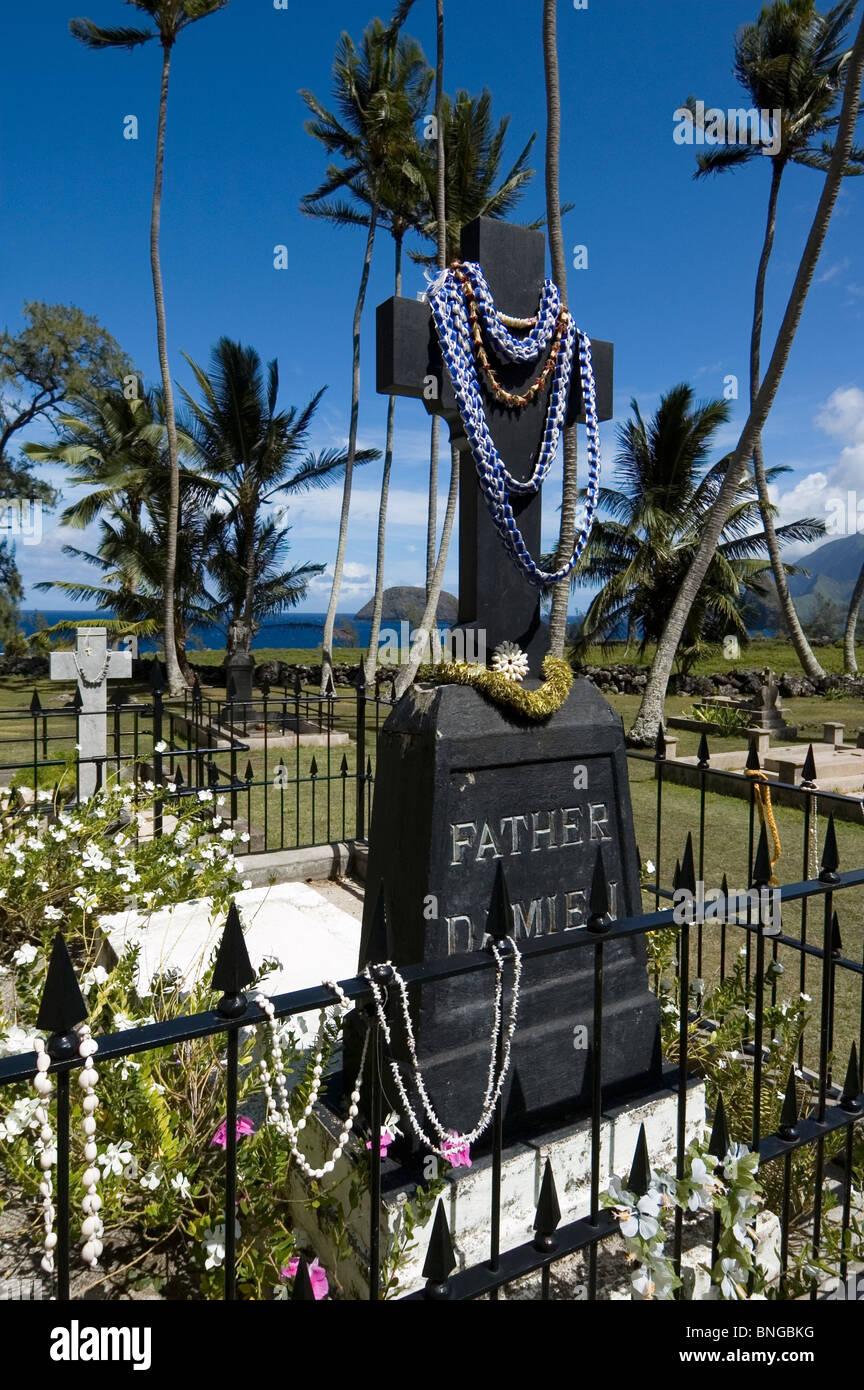 Elk284-6360v Hawaii, Molokai, Kalaupapa Peninsula NHP, St Philomena Church, Father Damien grave - Stock Image