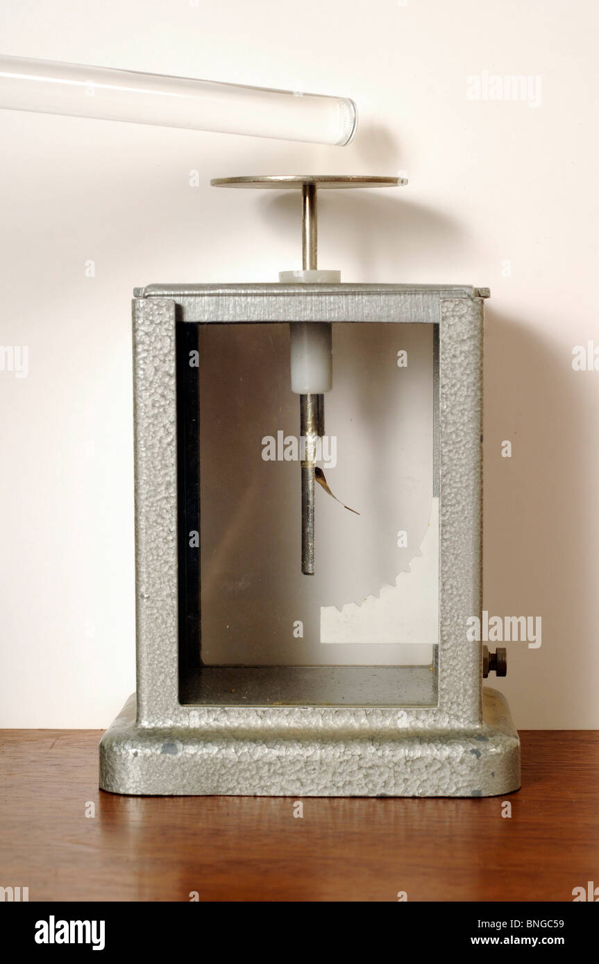 Charged Gold Leaf Electroscope, with perspex rod close by. - Stock Image
